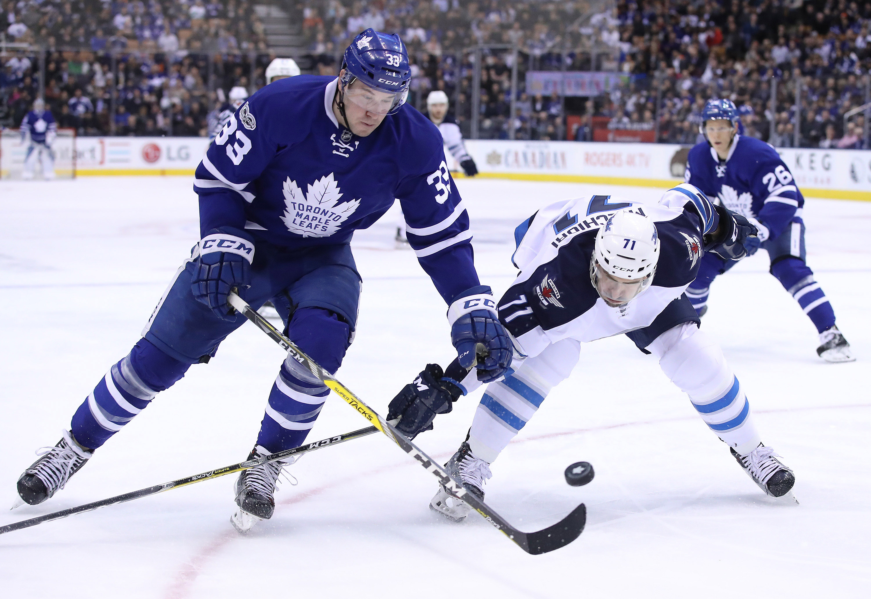 9911773-nhl-winnipeg-jets-at-toronto-maple-leafs
