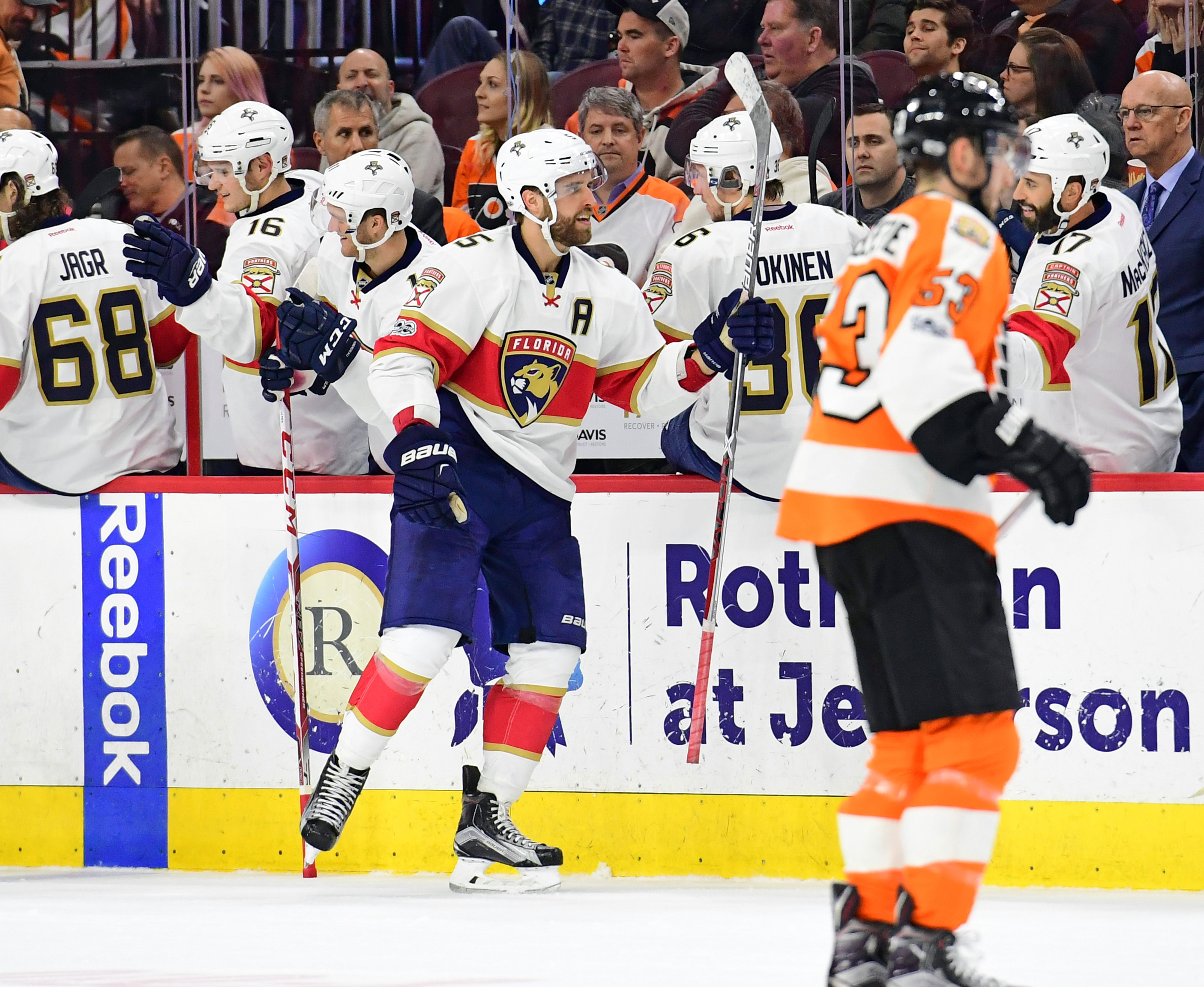 9912892-nhl-florida-panthers-at-philadelphia-flyers