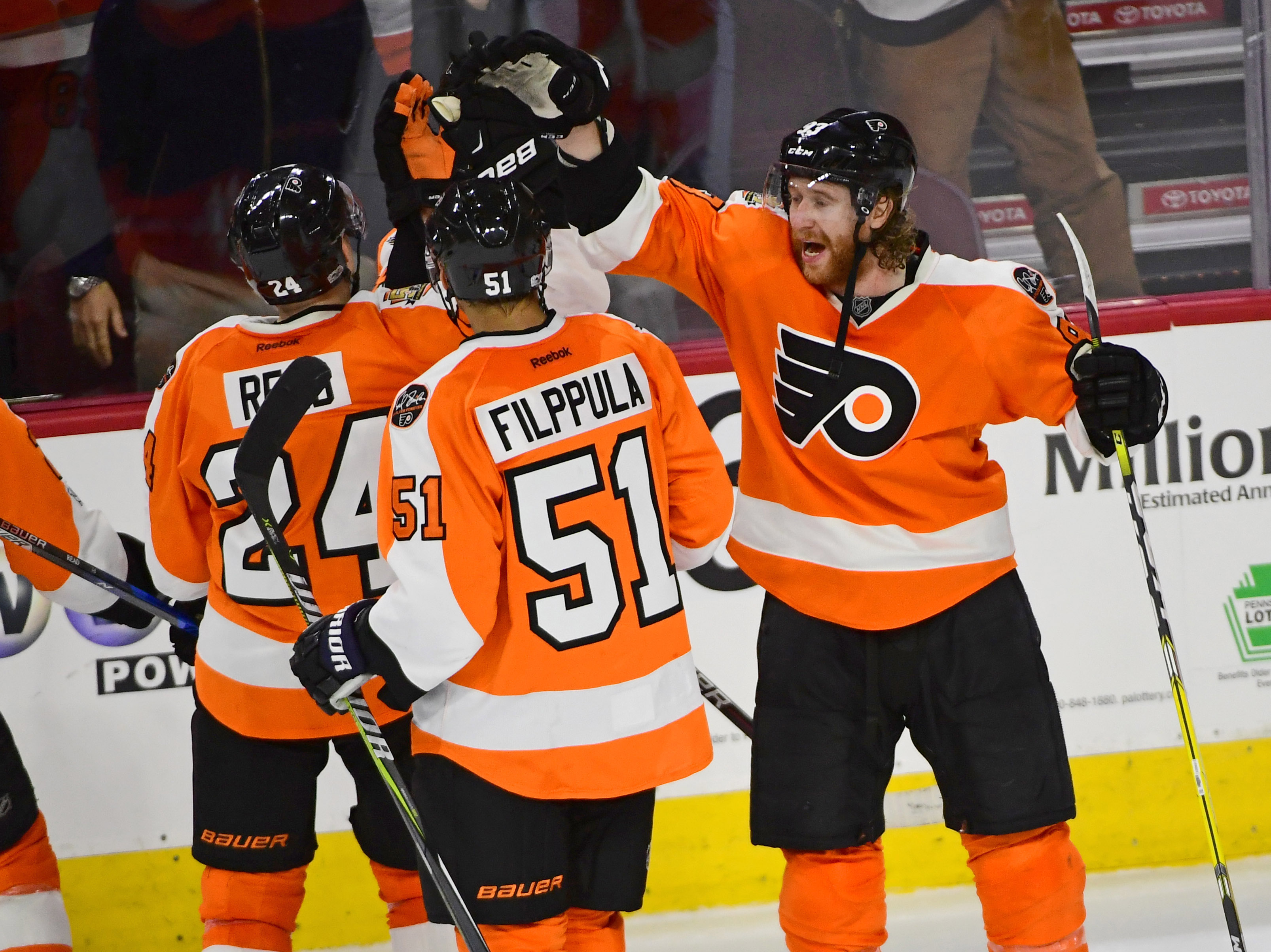 9913054-nhl-florida-panthers-at-philadelphia-flyers-1