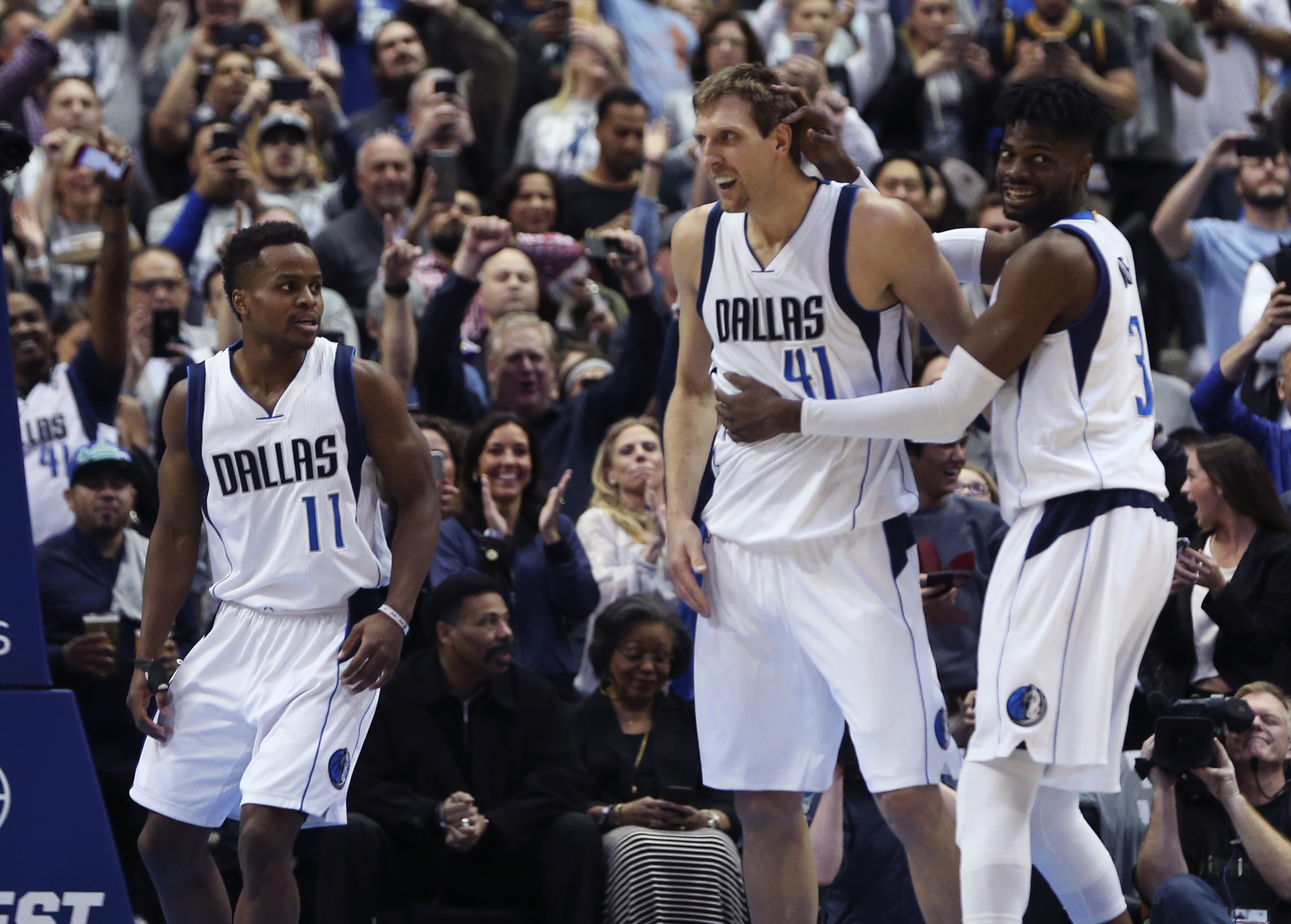 9925110-nba-los-angeles-lakers-at-dallas-mavericks
