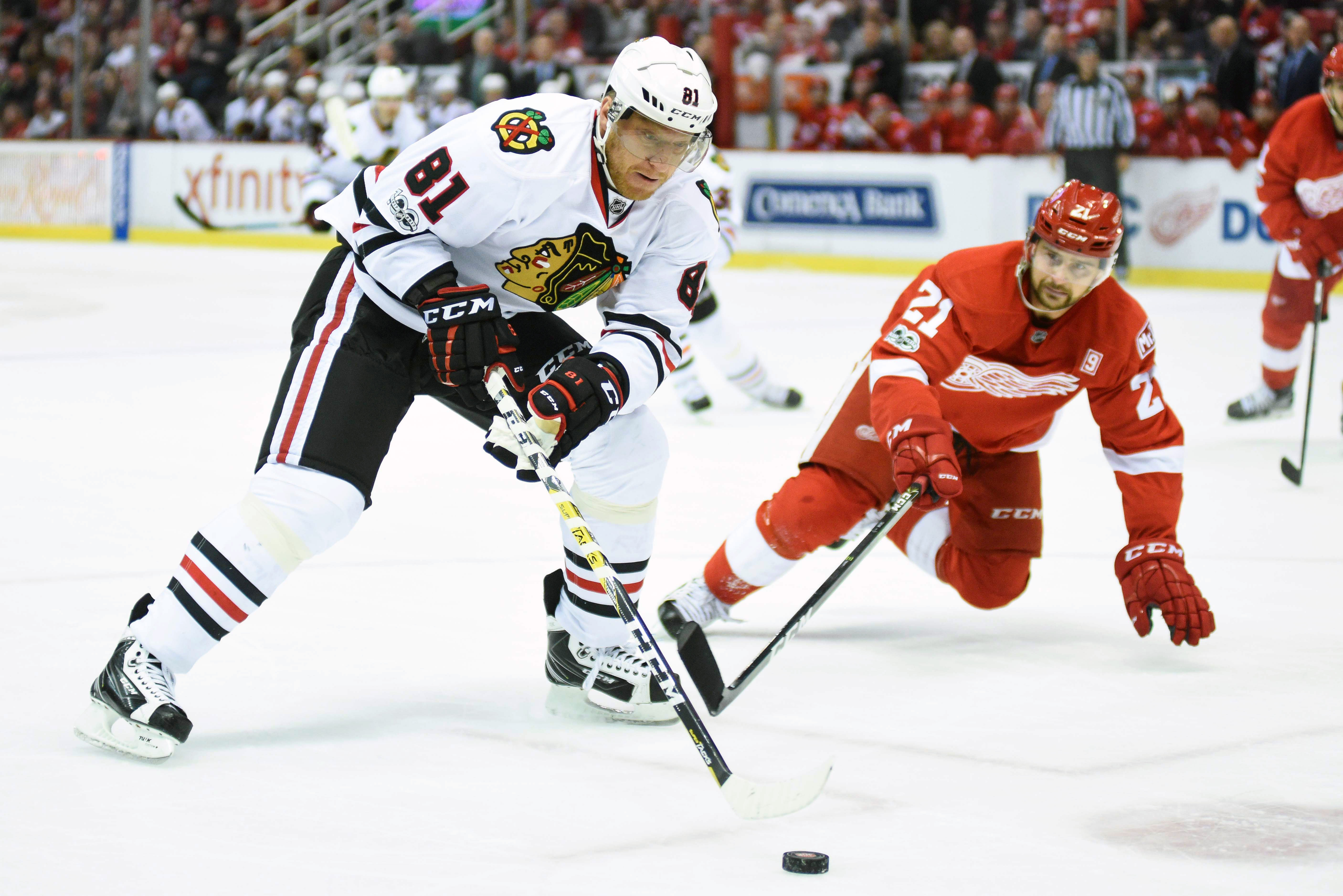 9932501-nhl-chicago-blackhawks-at-detroit-red-wings