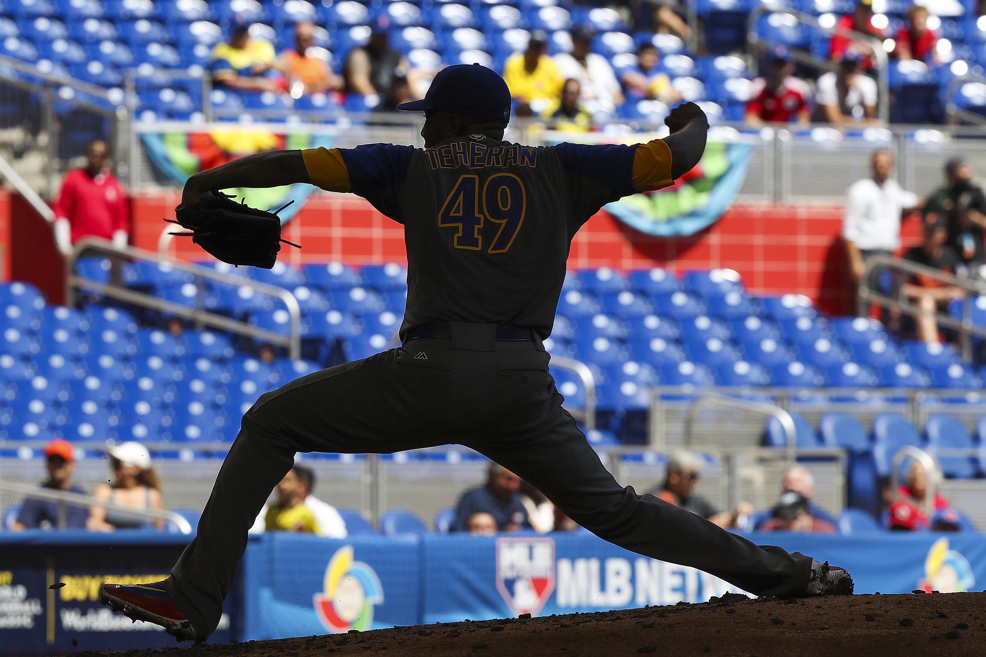 9933330-baseball-world-baseball-classic-colombia-at-canada