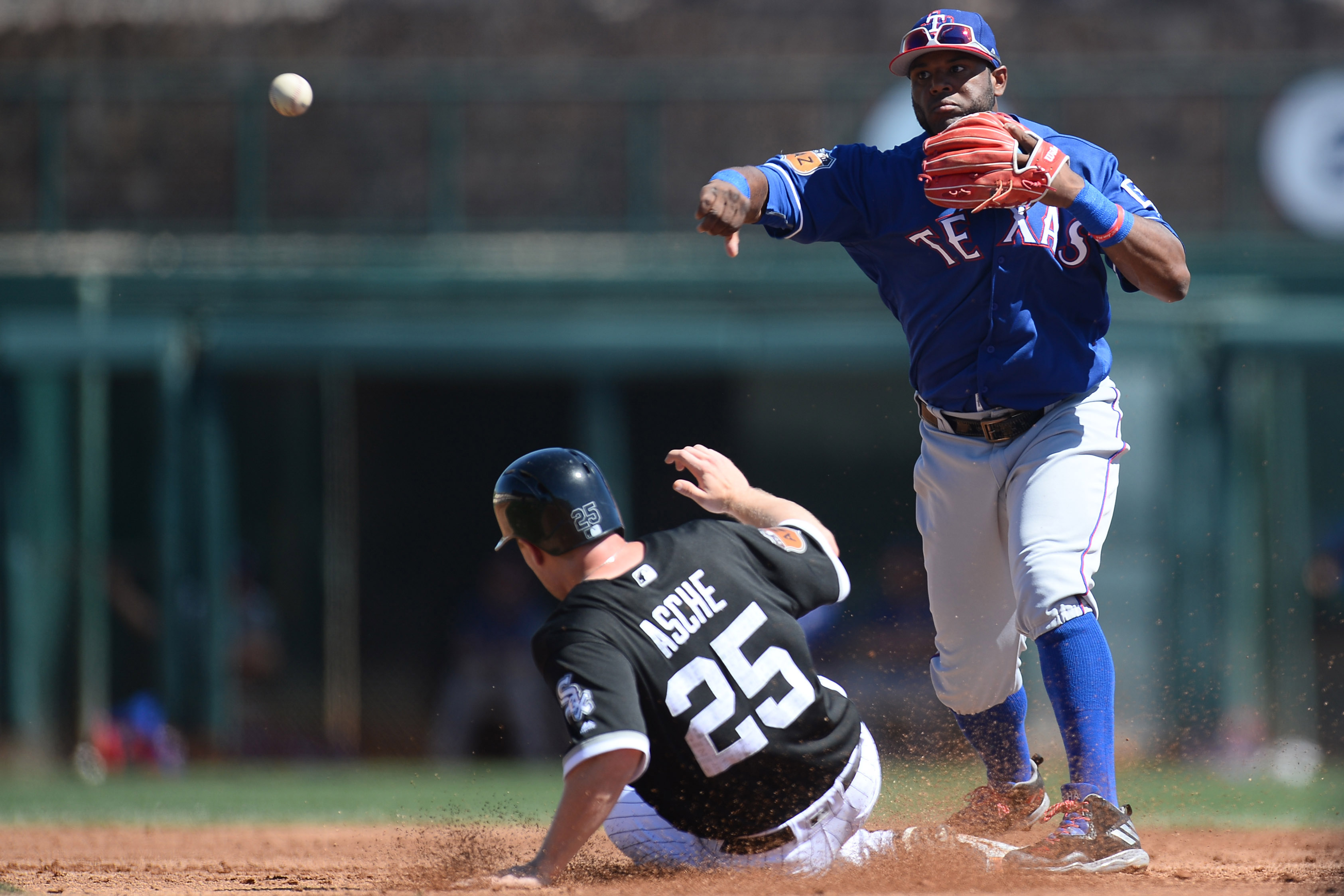 9937898-mlb-spring-training-texas-rangers-at-chicago-white-sox