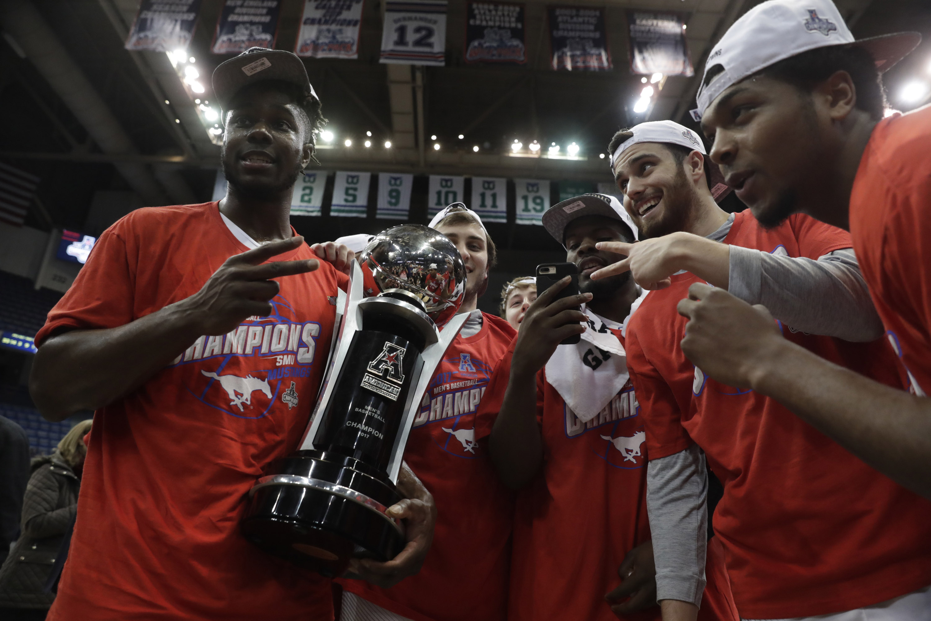 9937978-ncaa-basketball-aac-conference-tournament-cincinnati-vs-smu-1