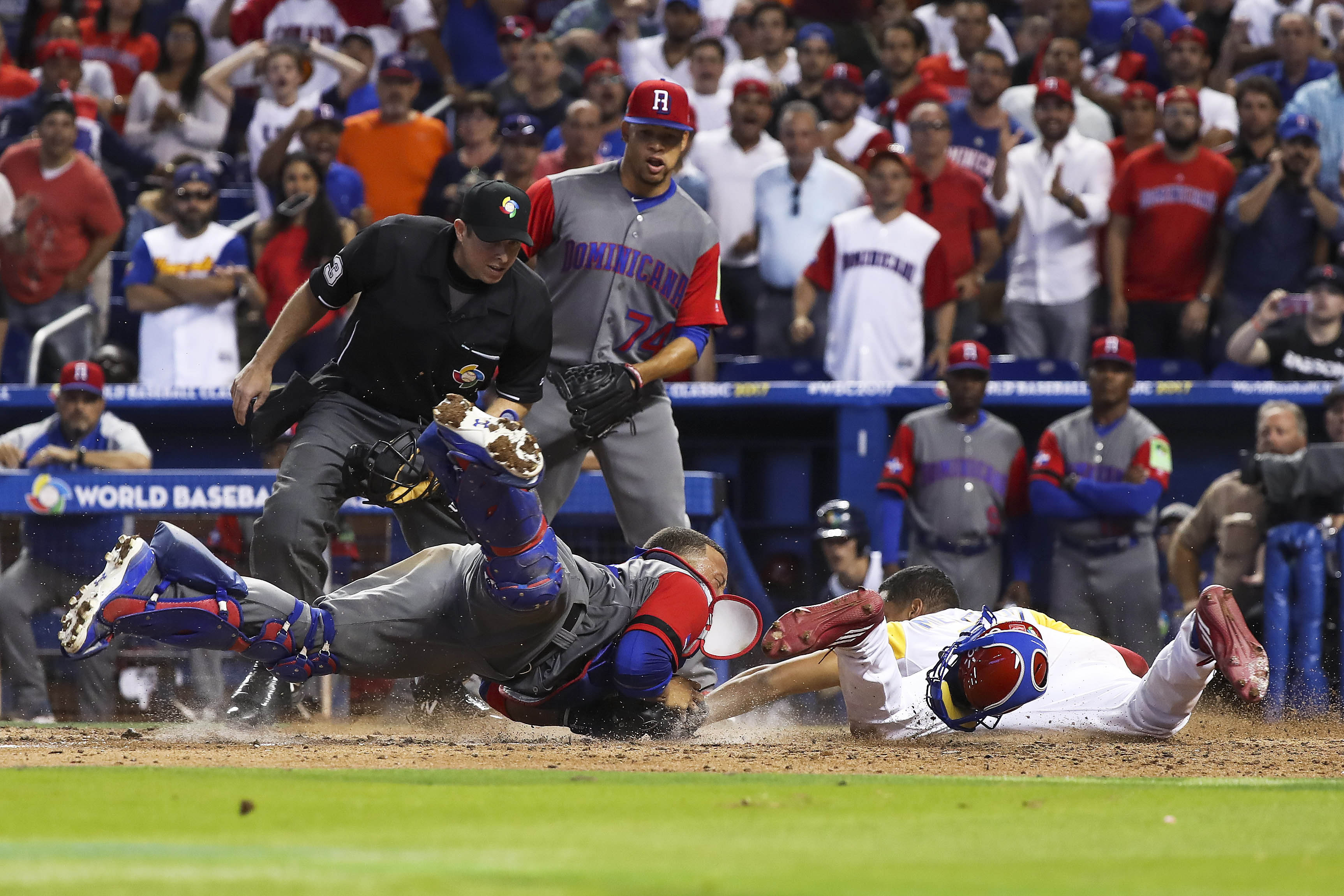 9938014-baseball-world-baseball-classic-dominican-republic-at-colombia