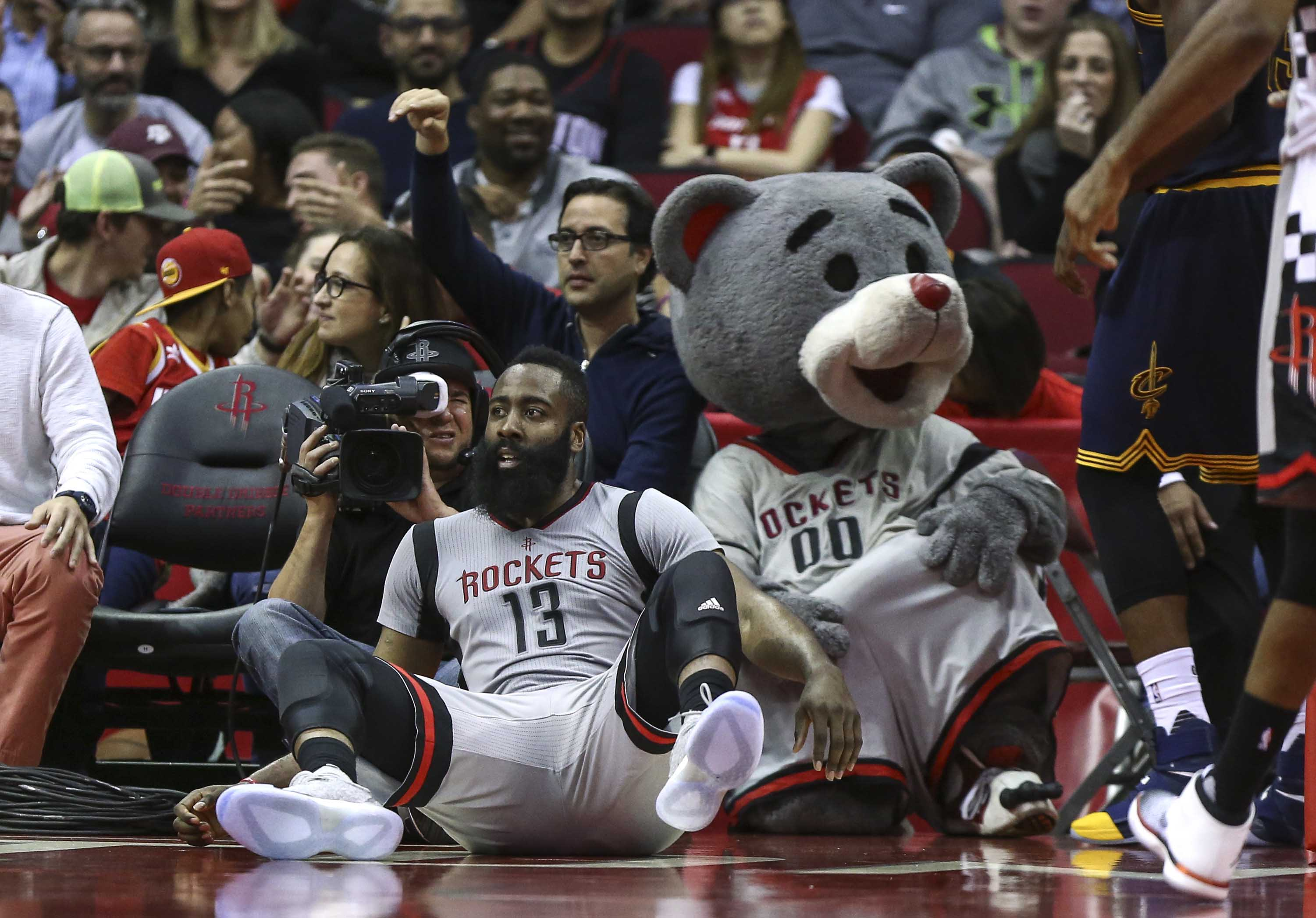 9939205-nba-cleveland-cavaliers-at-houston-rockets-2