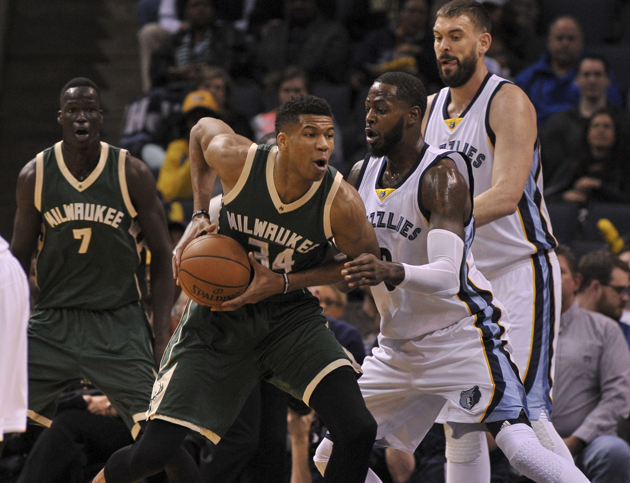 9940475-nba-milwaukee-bucks-at-memphis-grizzlies