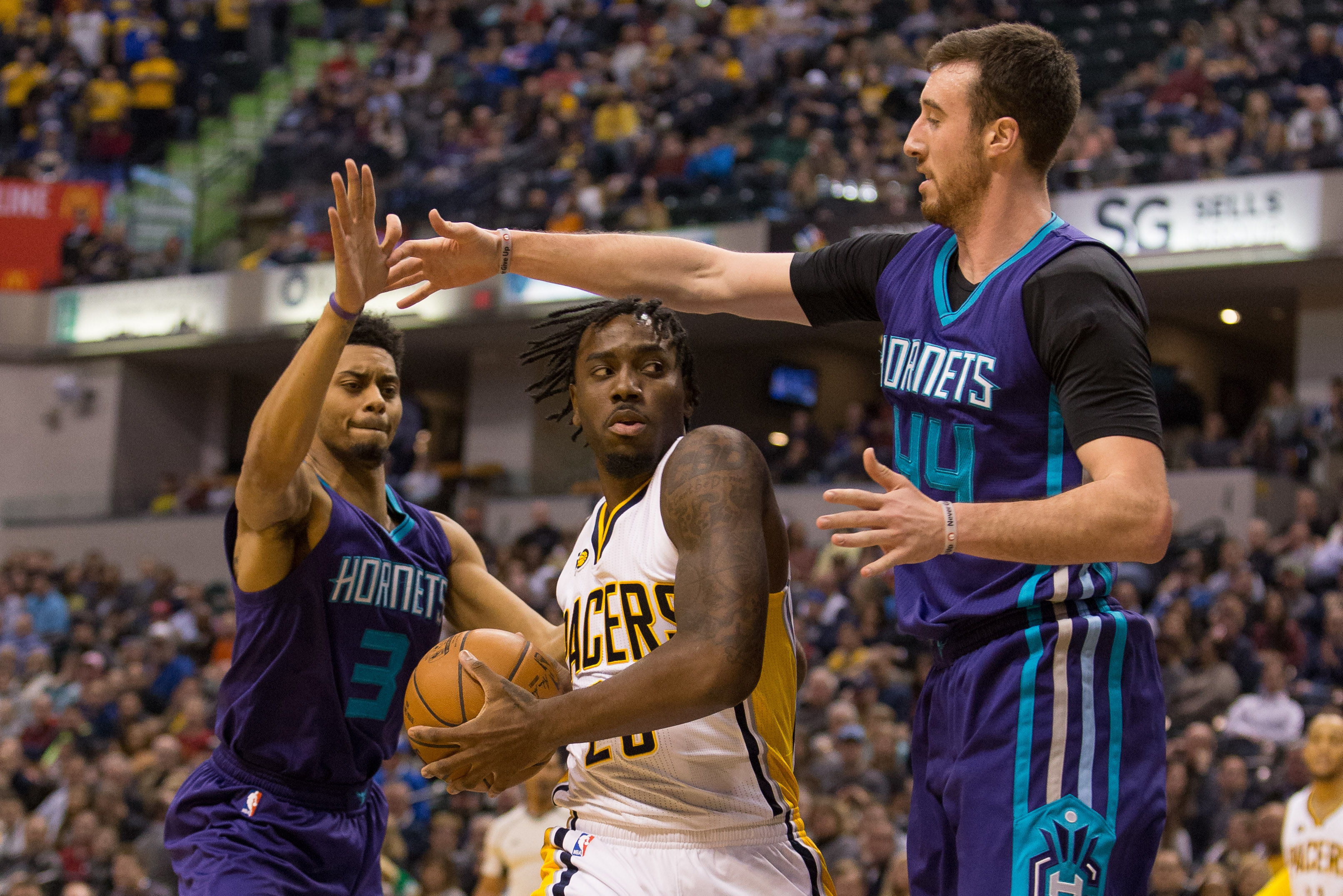 9945760-nba-charlotte-hornets-at-indiana-pacers