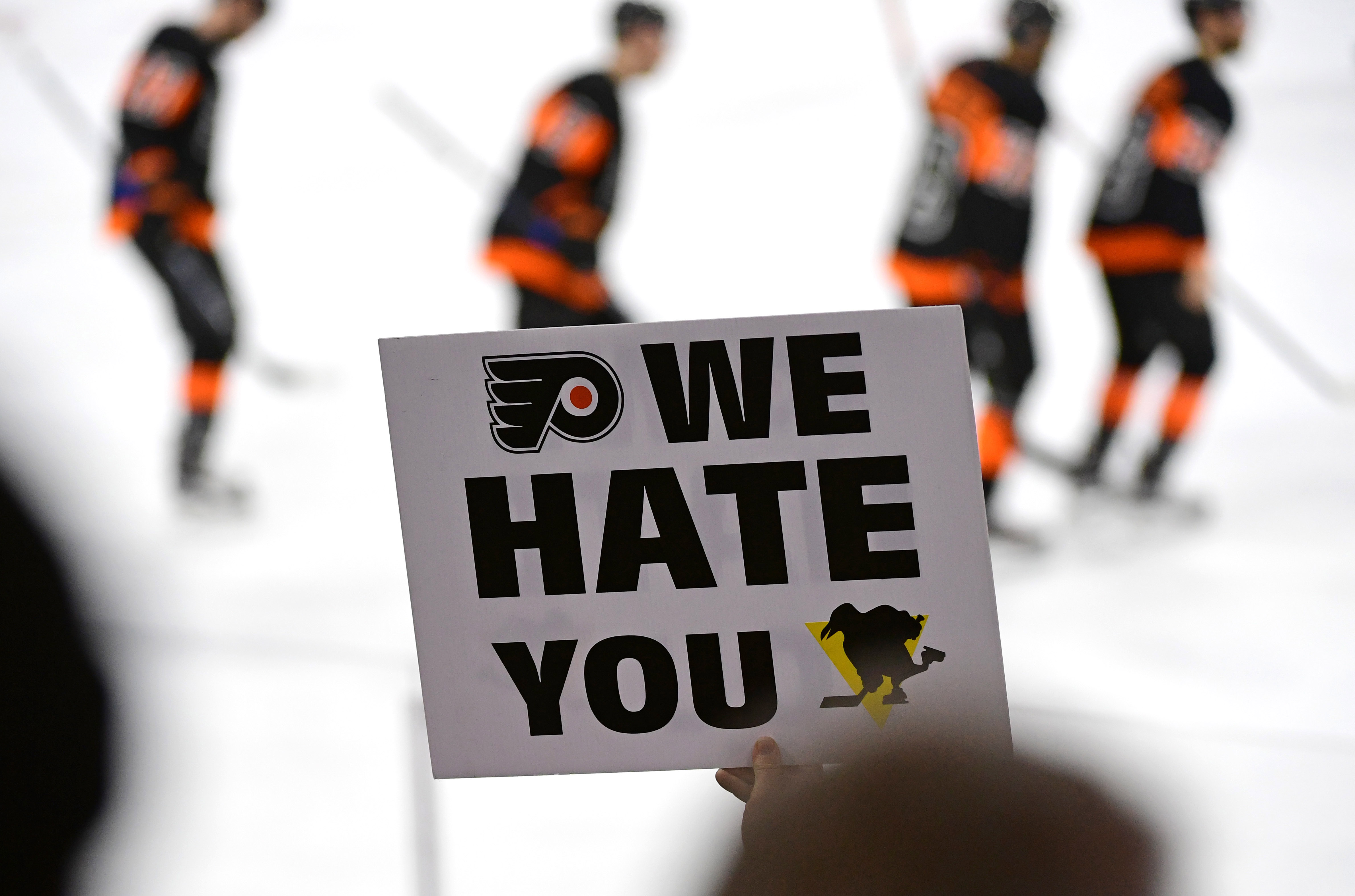 9945847-nhl-pittsburgh-penguins-at-philadelphia-flyers