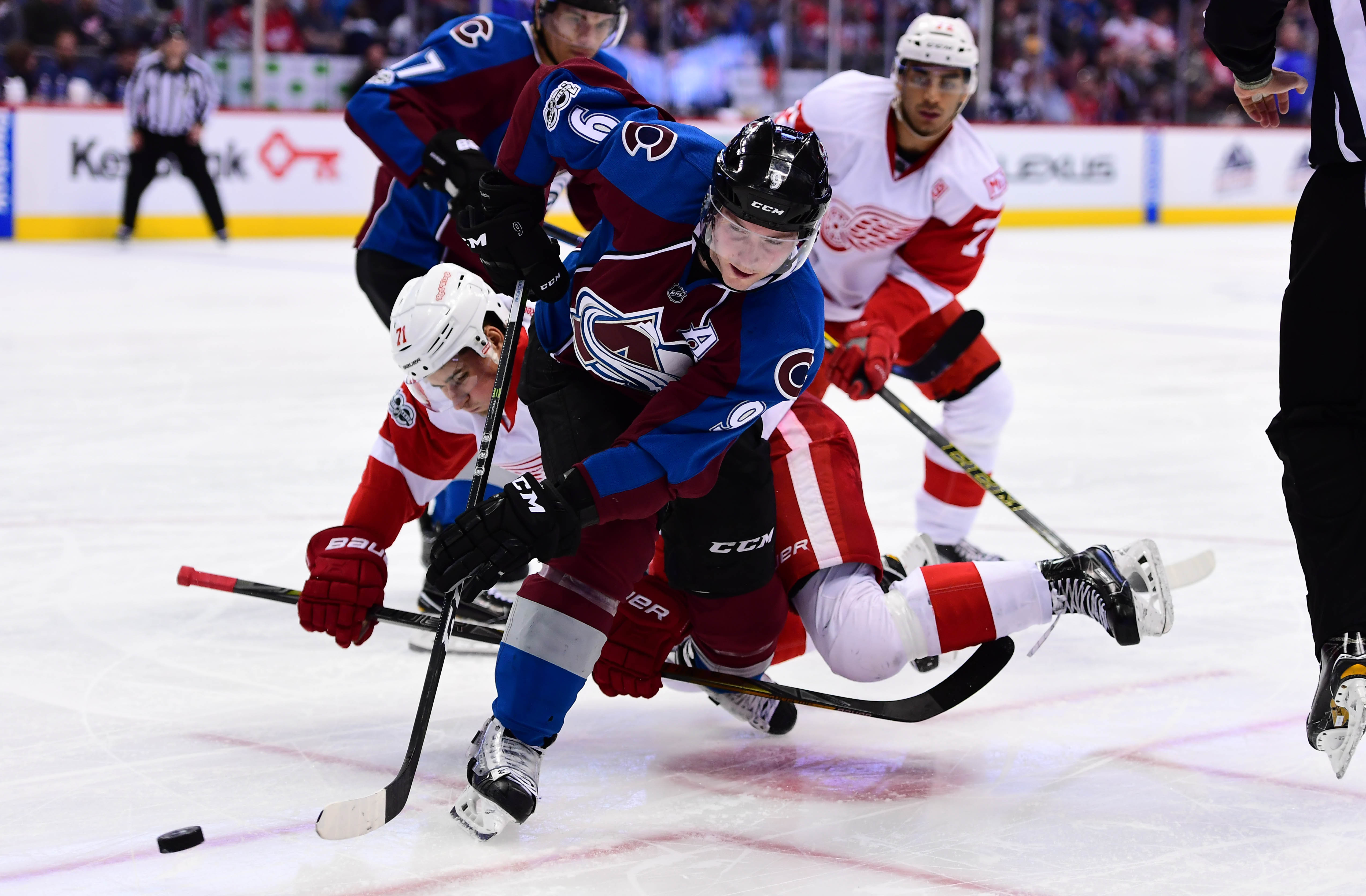 9946094-nhl-detroit-red-wings-at-colorado-avalanche