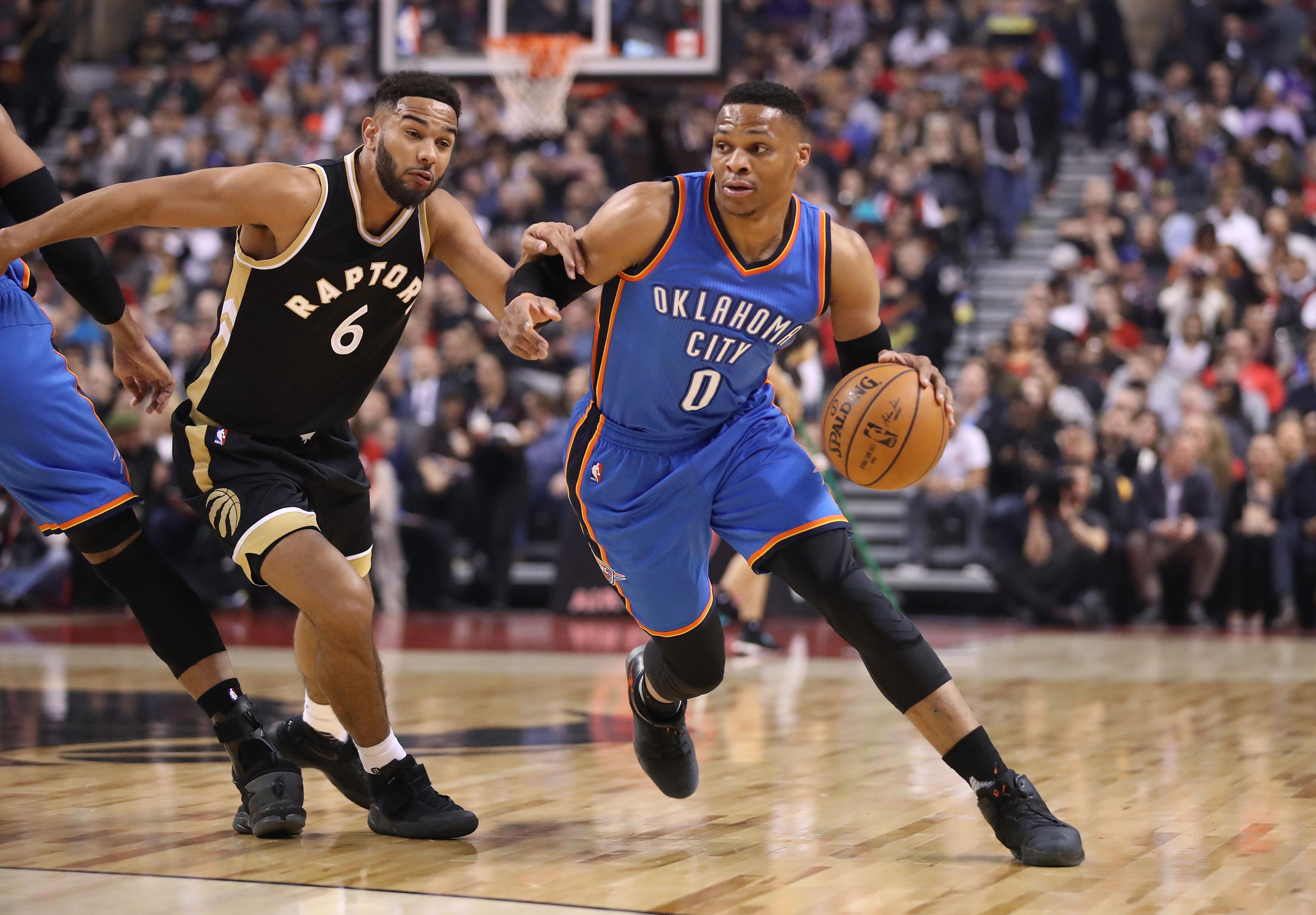 Russell Westbrook sends pass through Cory Joseph's legs (Video)