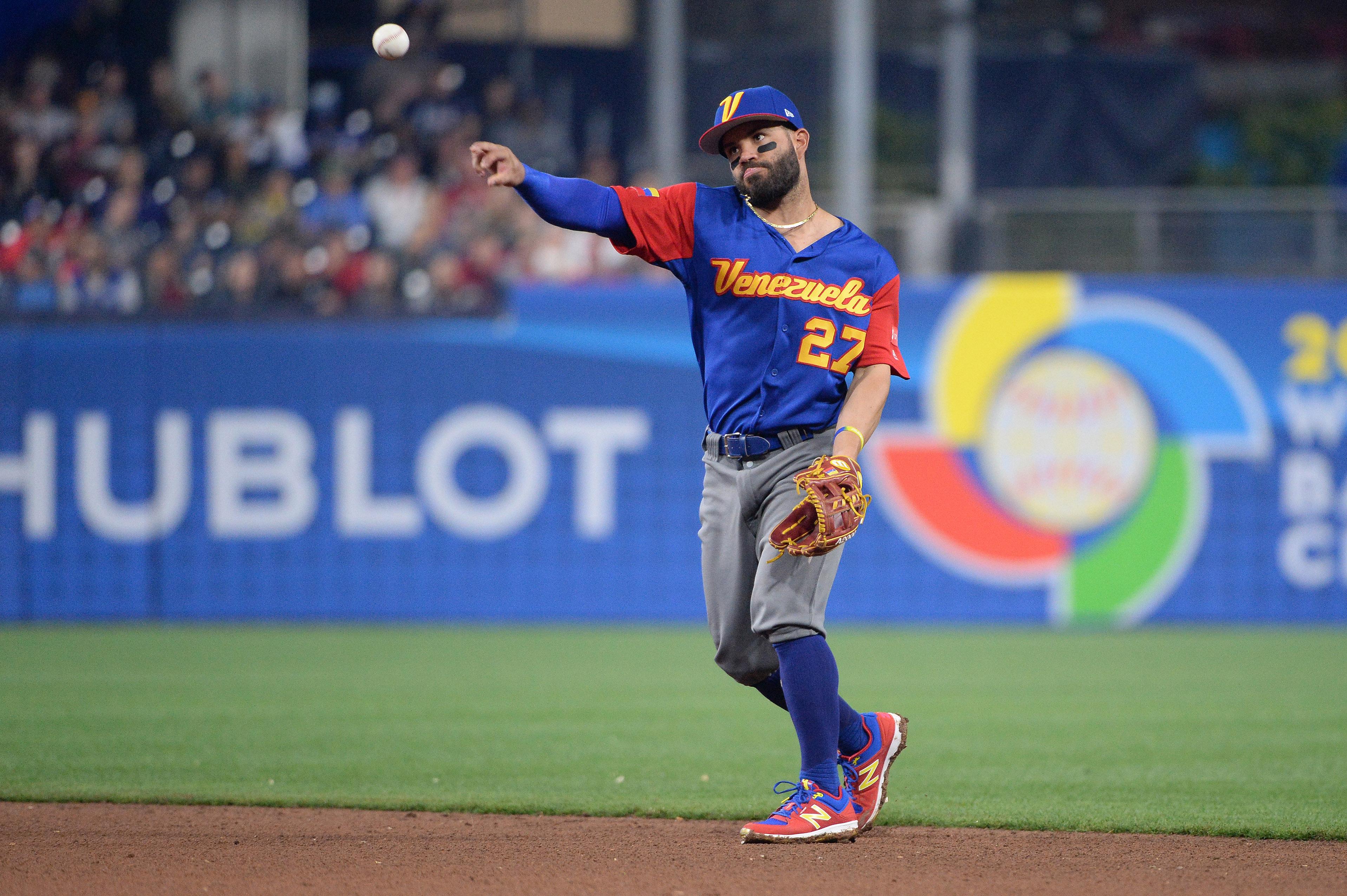 9949096-baseball-world-baseball-classic-venezuela-at-dominican-republic