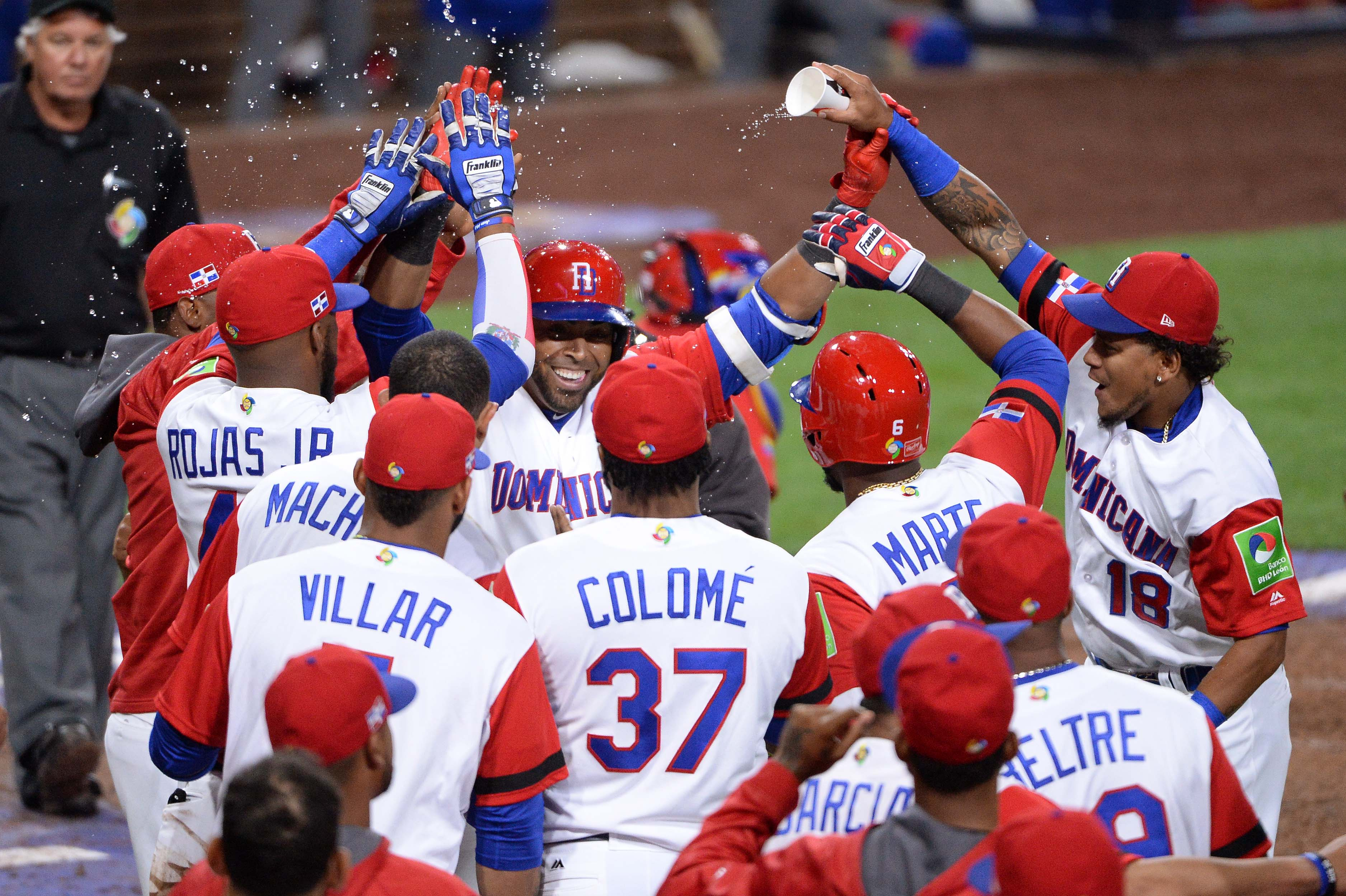 9949268-baseball-world-baseball-classic-venezuela-at-dominican-republic
