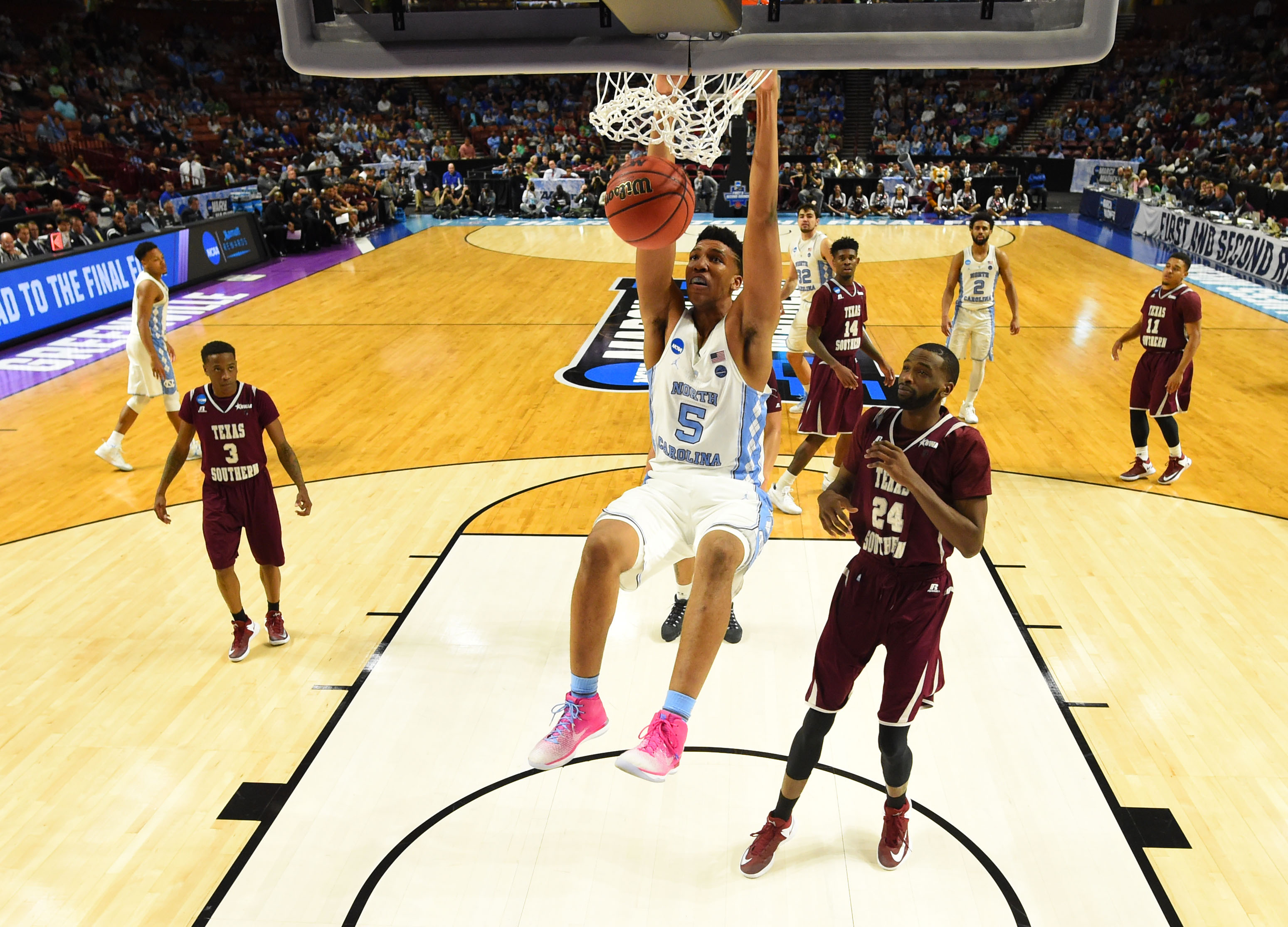 9950812-ncaa-basketball-ncaa-tournament-first-round-north-carolina-vs-texas-southern
