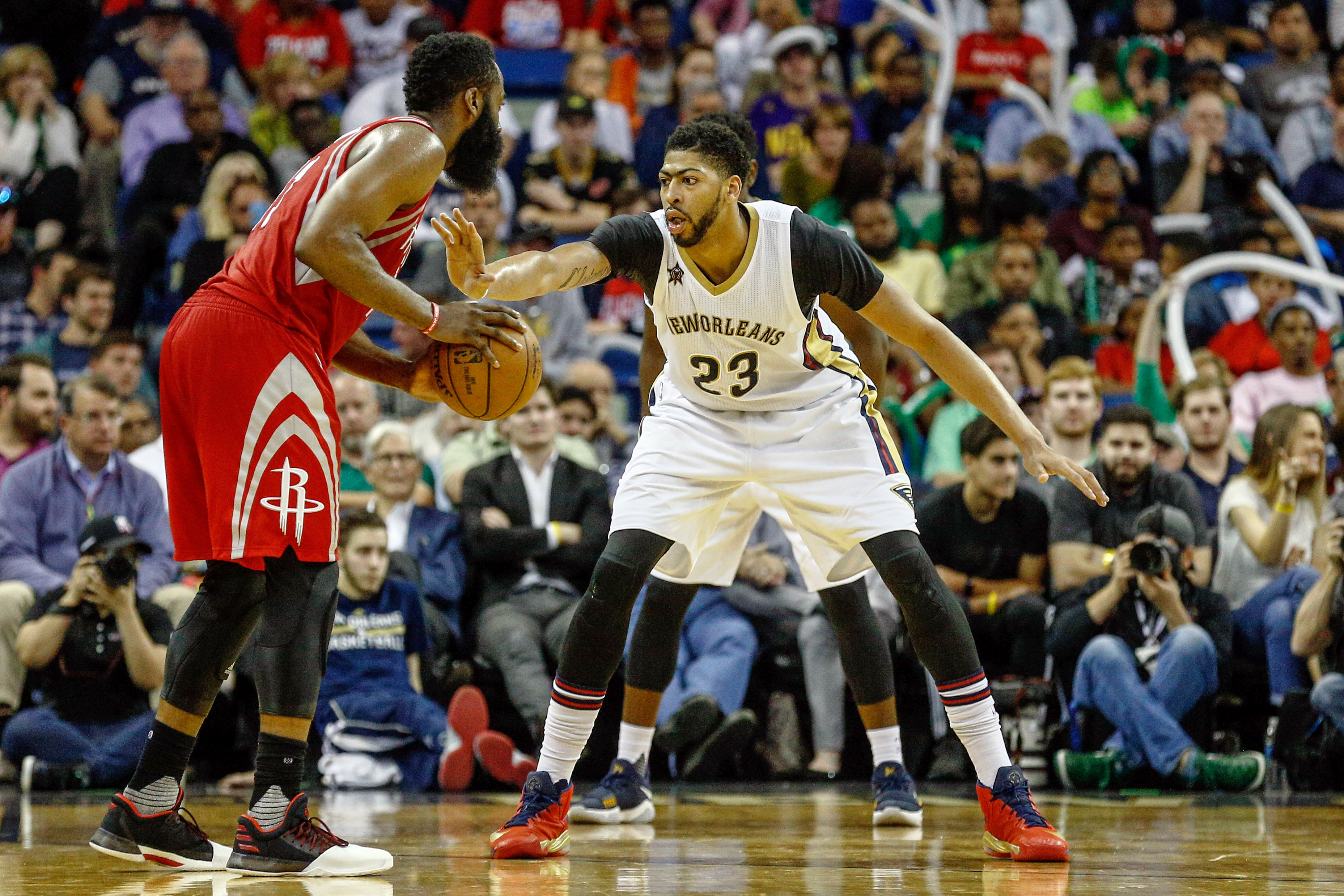 9951727-nba-houston-rockets-at-new-orleans-pelicans-2