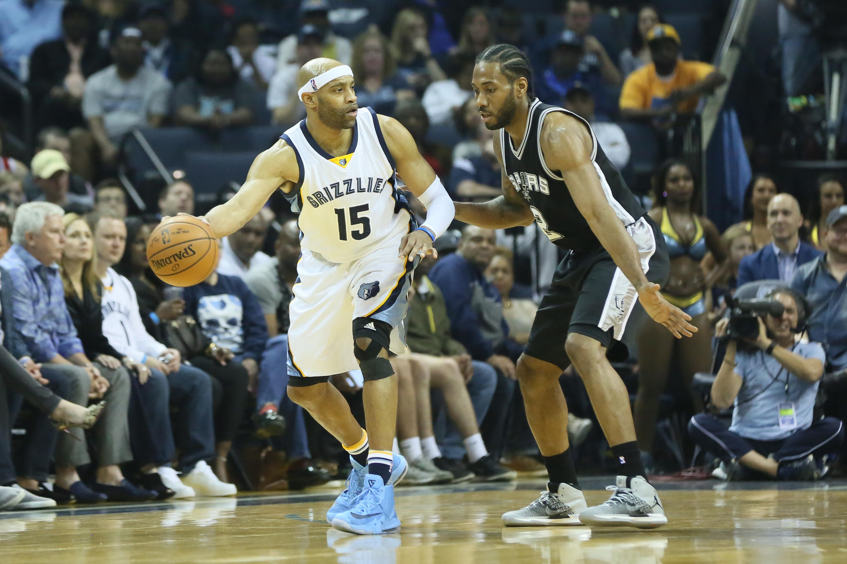 9954903-nba-san-antonio-spurs-at-memphis-grizzlies-1