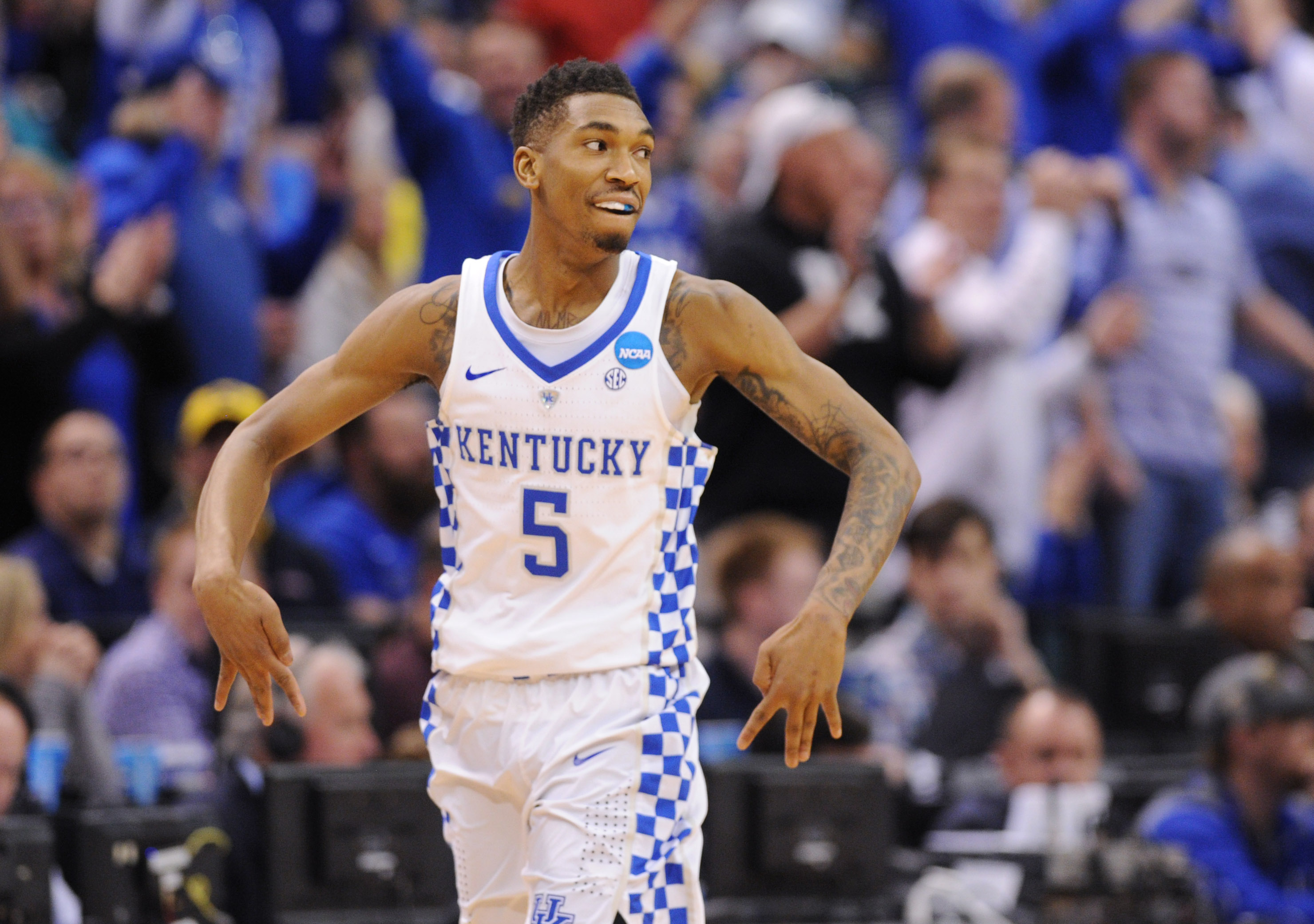 9958026-ncaa-basketball-ncaa-tournament-second-round-kentucky-vs-wichita-state-3