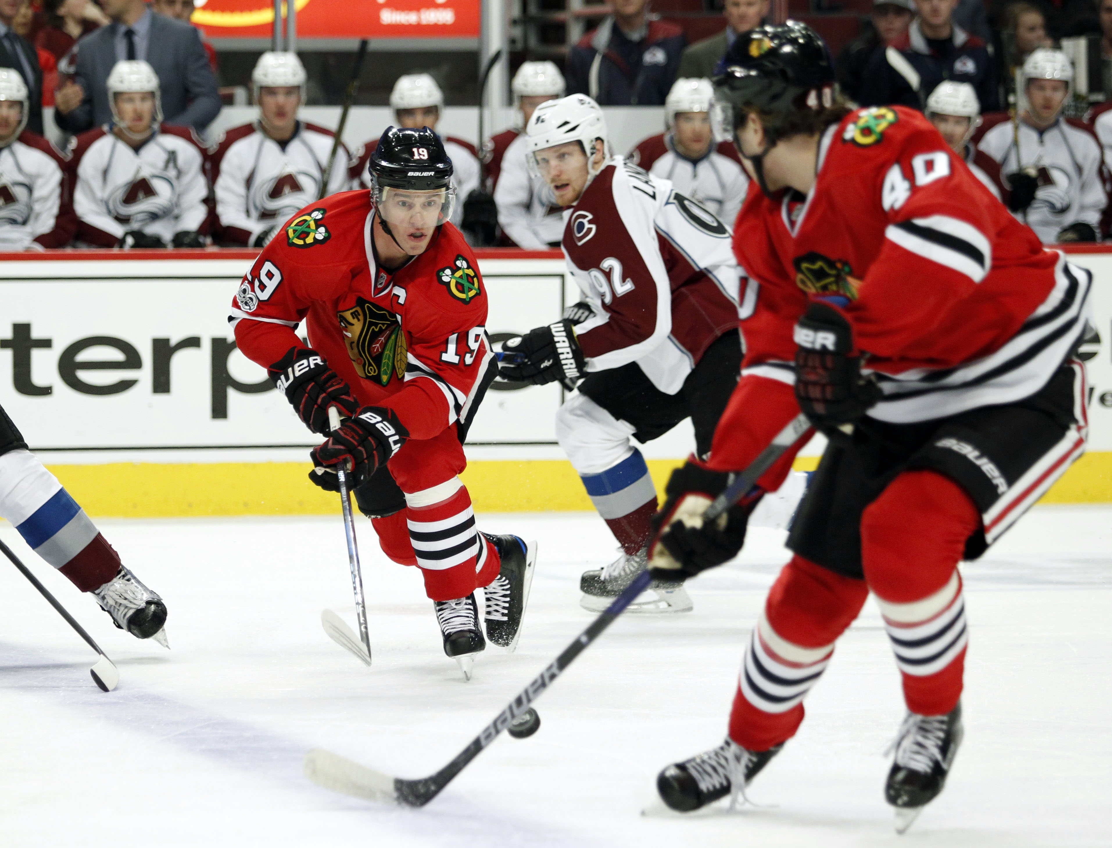 9958601-nhl-colorado-avalanche-at-chicago-blackhawks