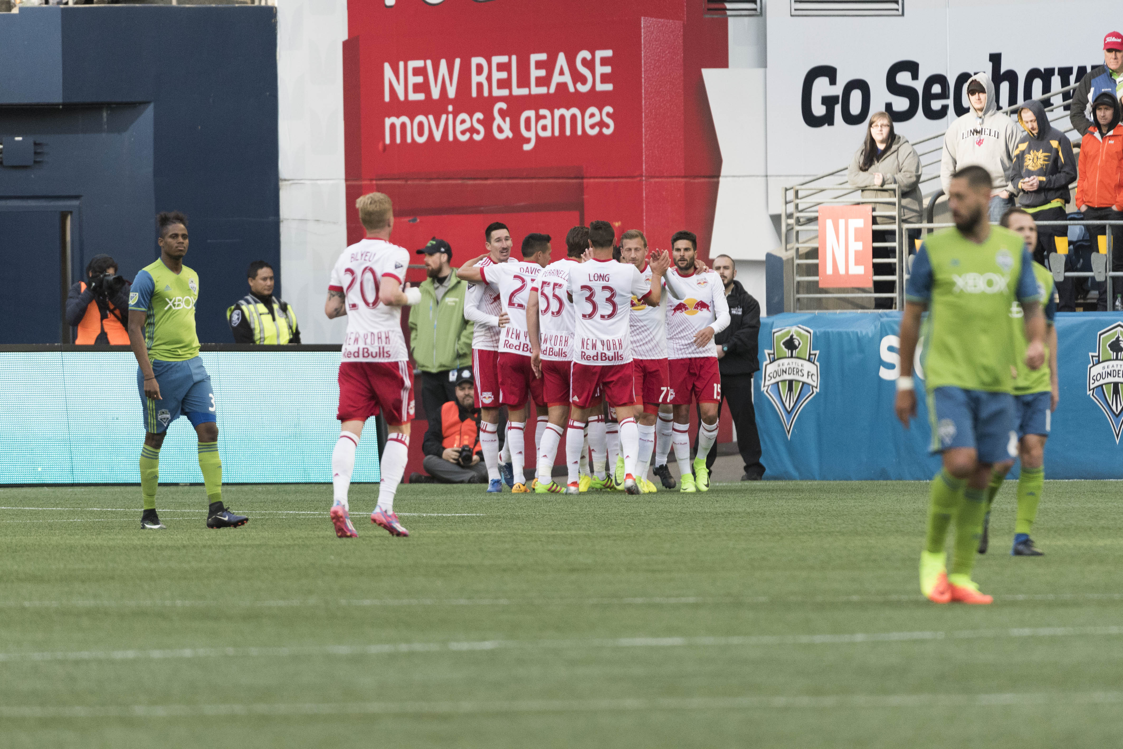 9958899-mls-new-york-red-bulls-at-seattle-sounders-fc