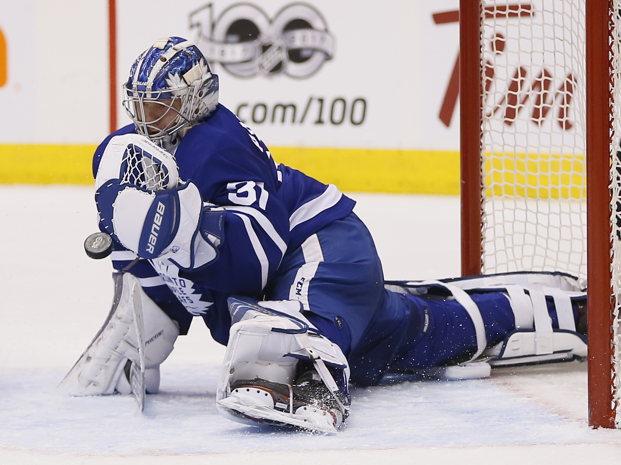9961046-nhl-boston-bruins-at-toronto-maple-leafs