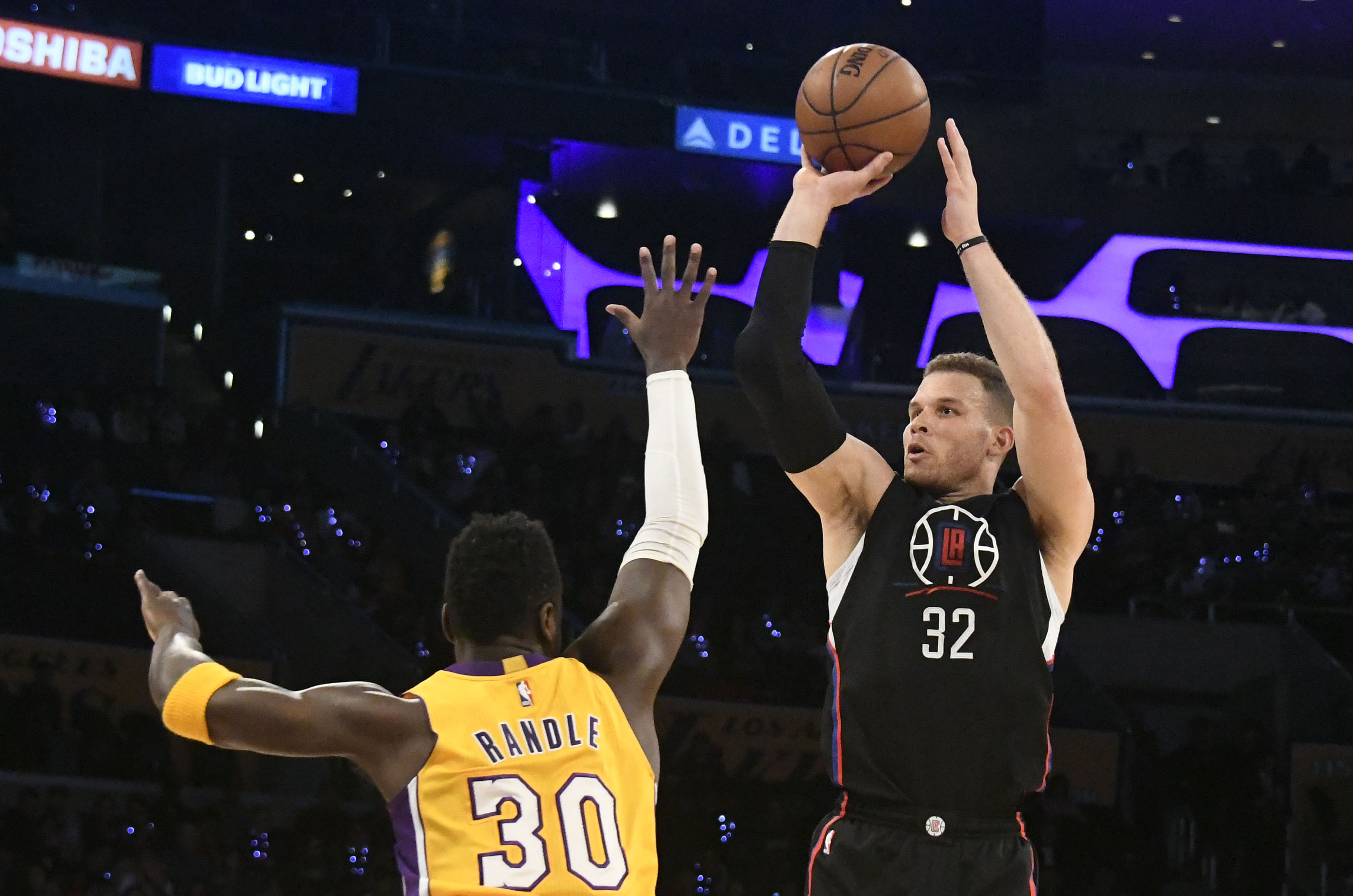 9962952-nba-los-angeles-clippers-at-los-angeles-lakers