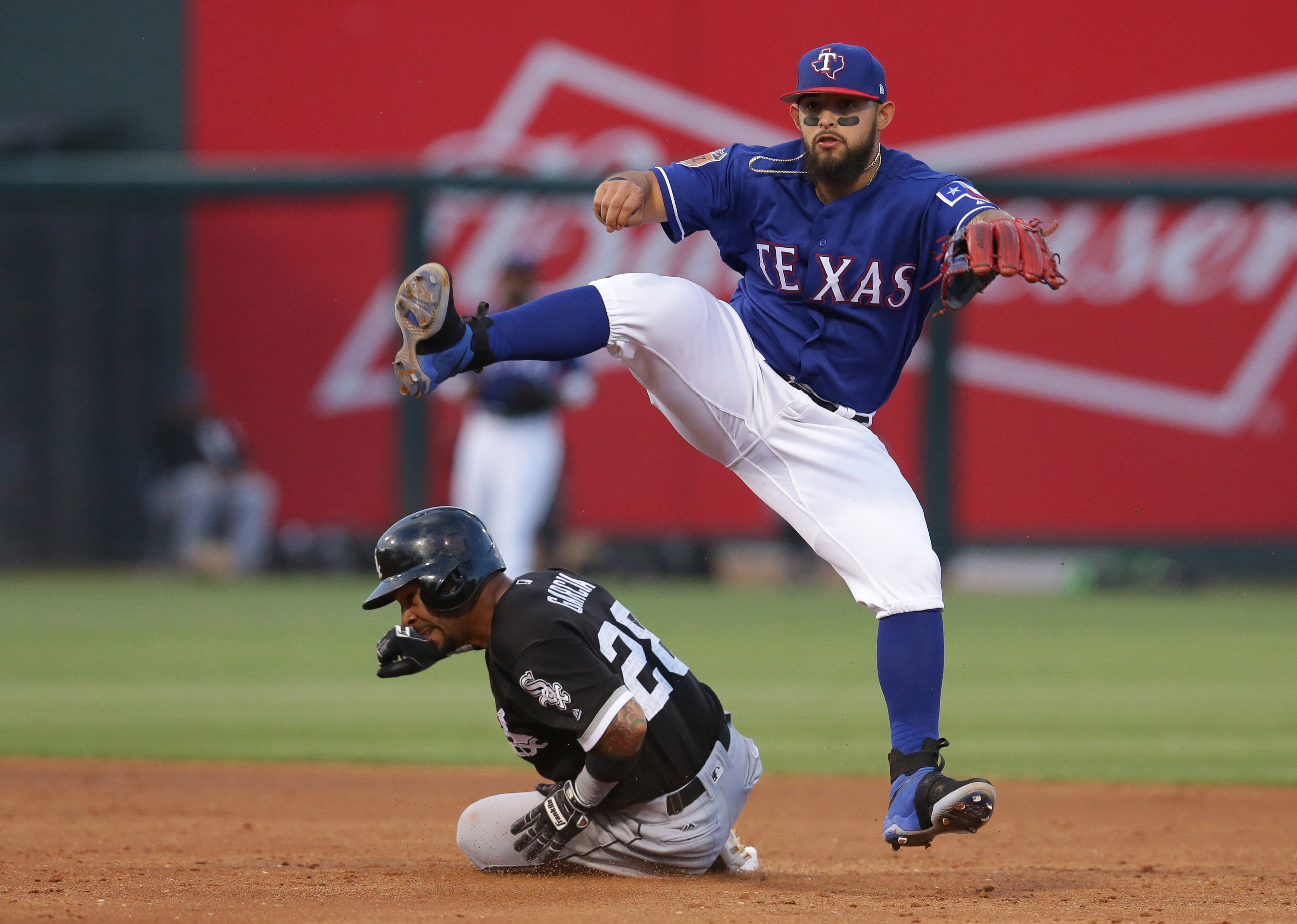 9963191-mlb-spring-training-chicago-white-sox-at-texas-rangers-1