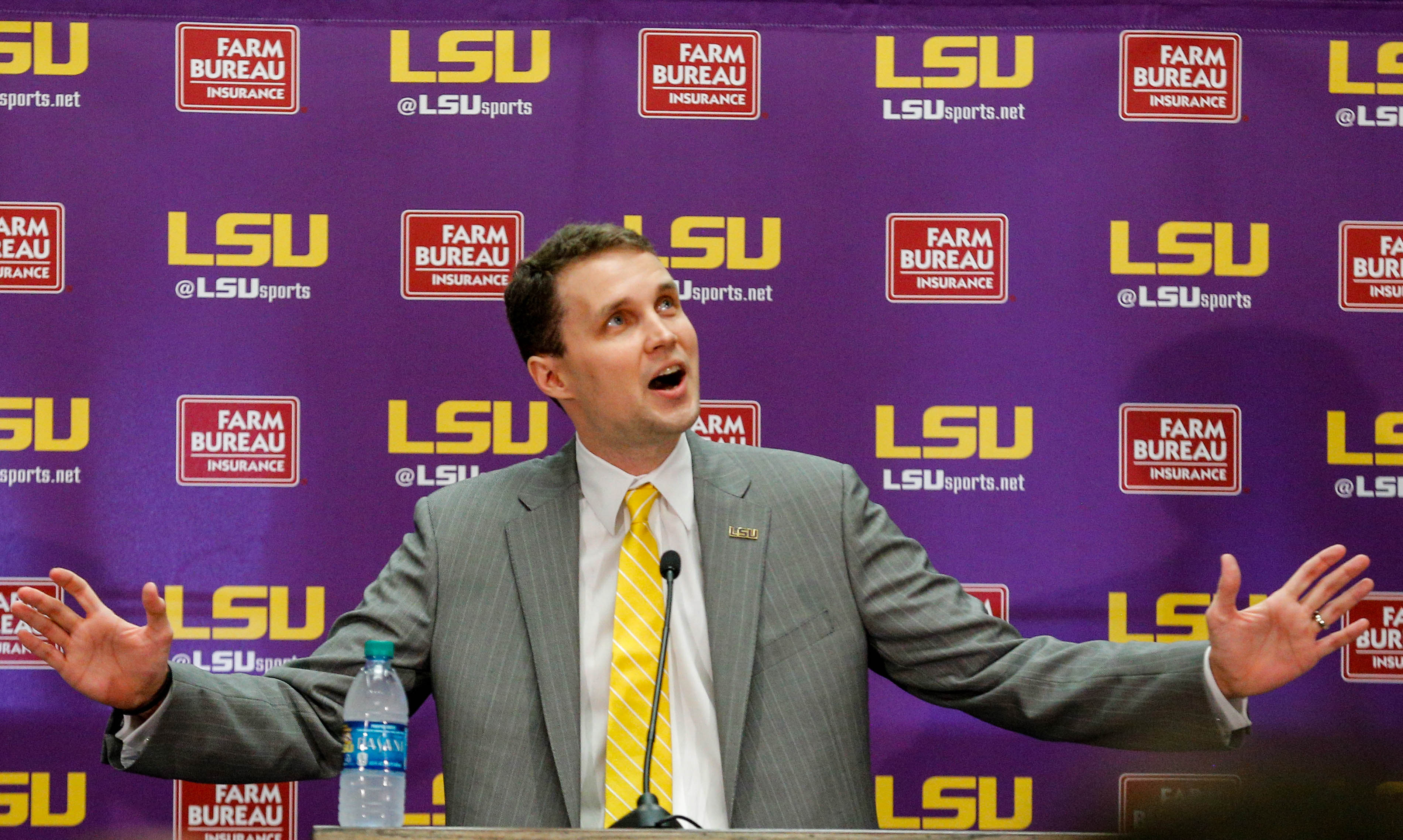 9964493-ncaa-basketball-louisiana-state-press-conference