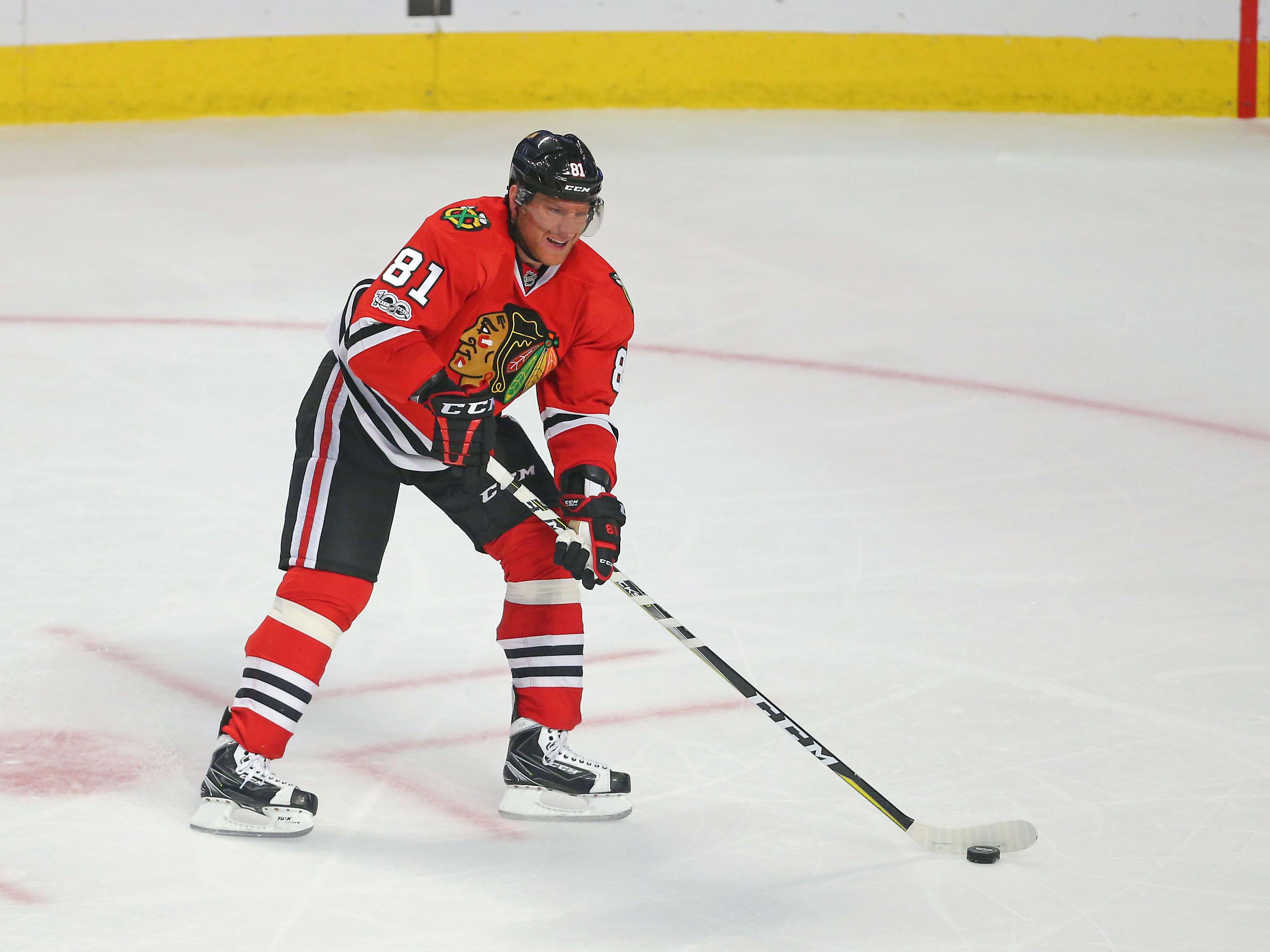 9967375-nhl-dallas-stars-at-chicago-blackhawks