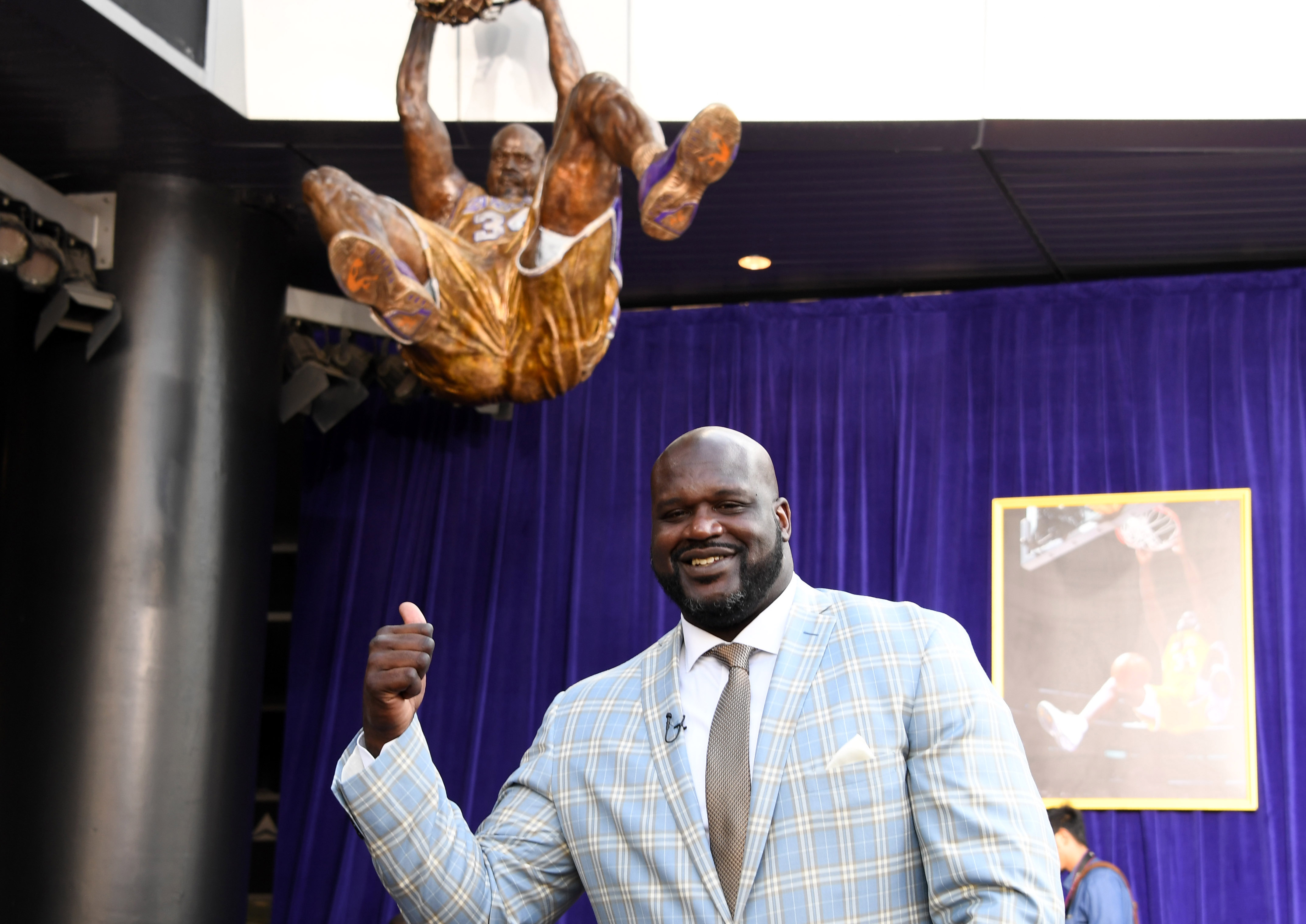 9968296-nba-shaquille-oneal-statue-unveiling