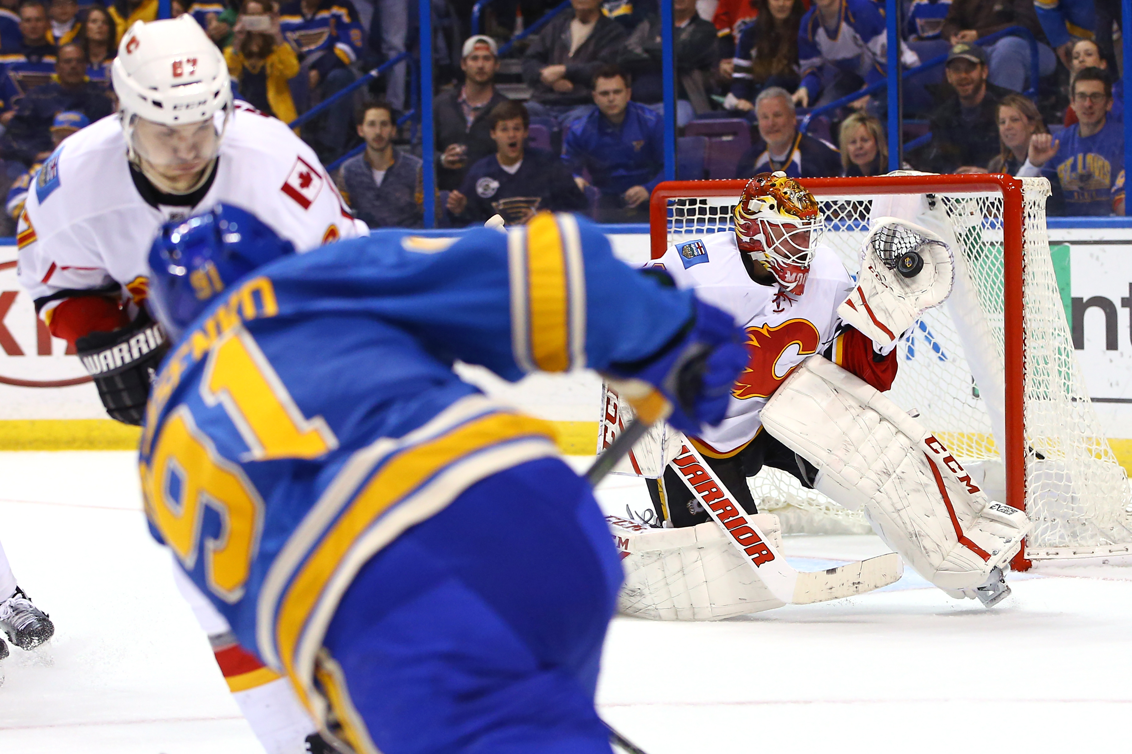9970905-nhl-calgary-flames-at-st.-louis-blues