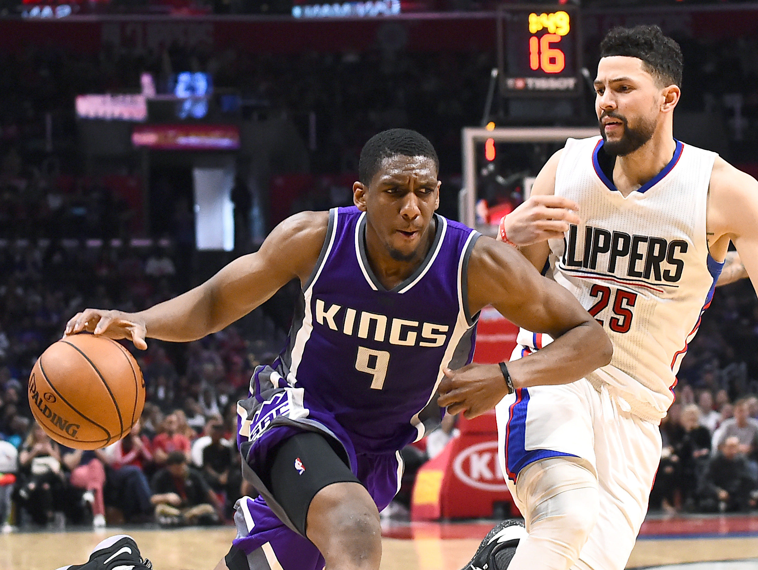 9972417-nba-sacramento-kings-at-los-angeles-clippers
