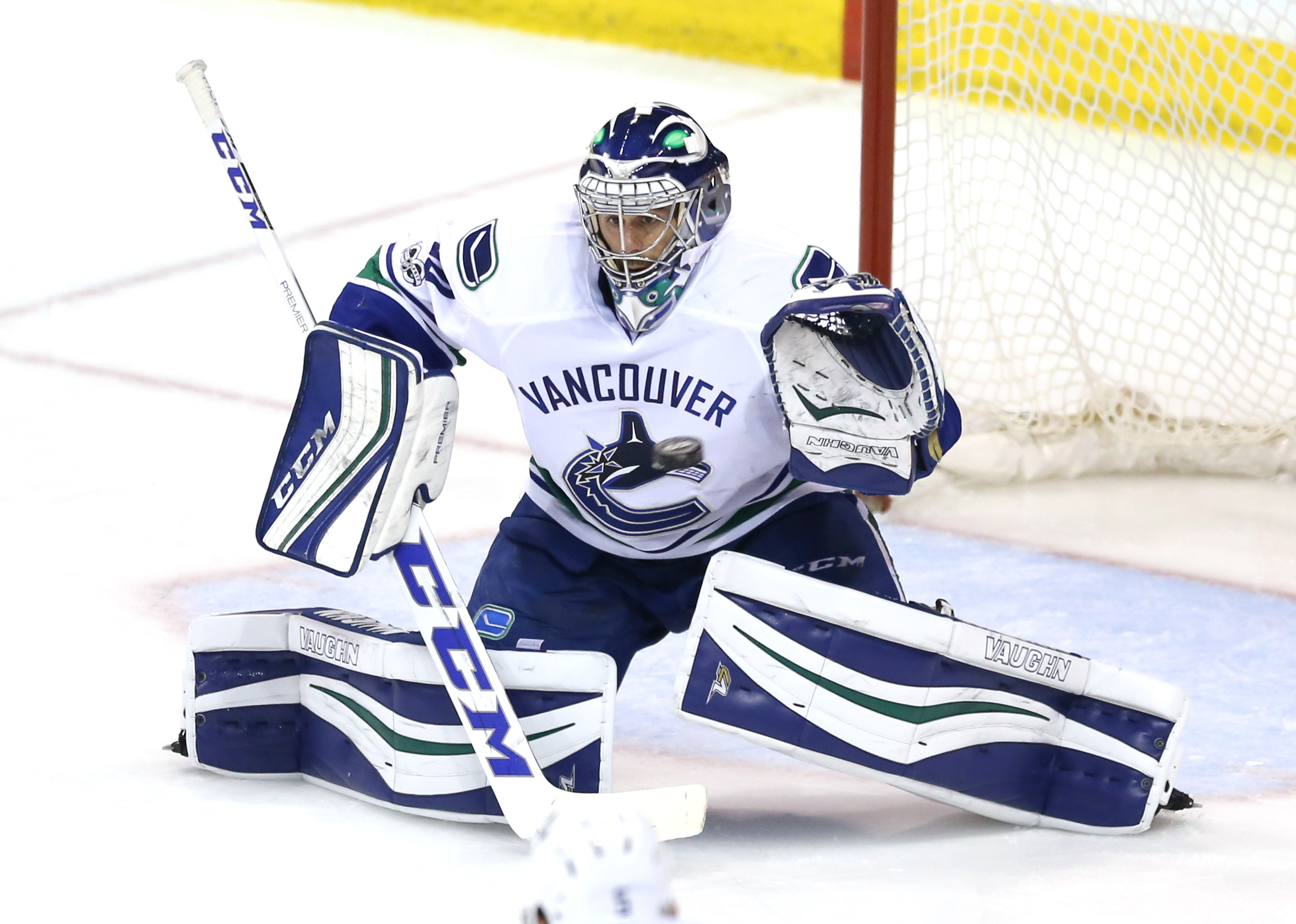 9973191-nhl-vancouver-canucks-at-winnipeg-jets