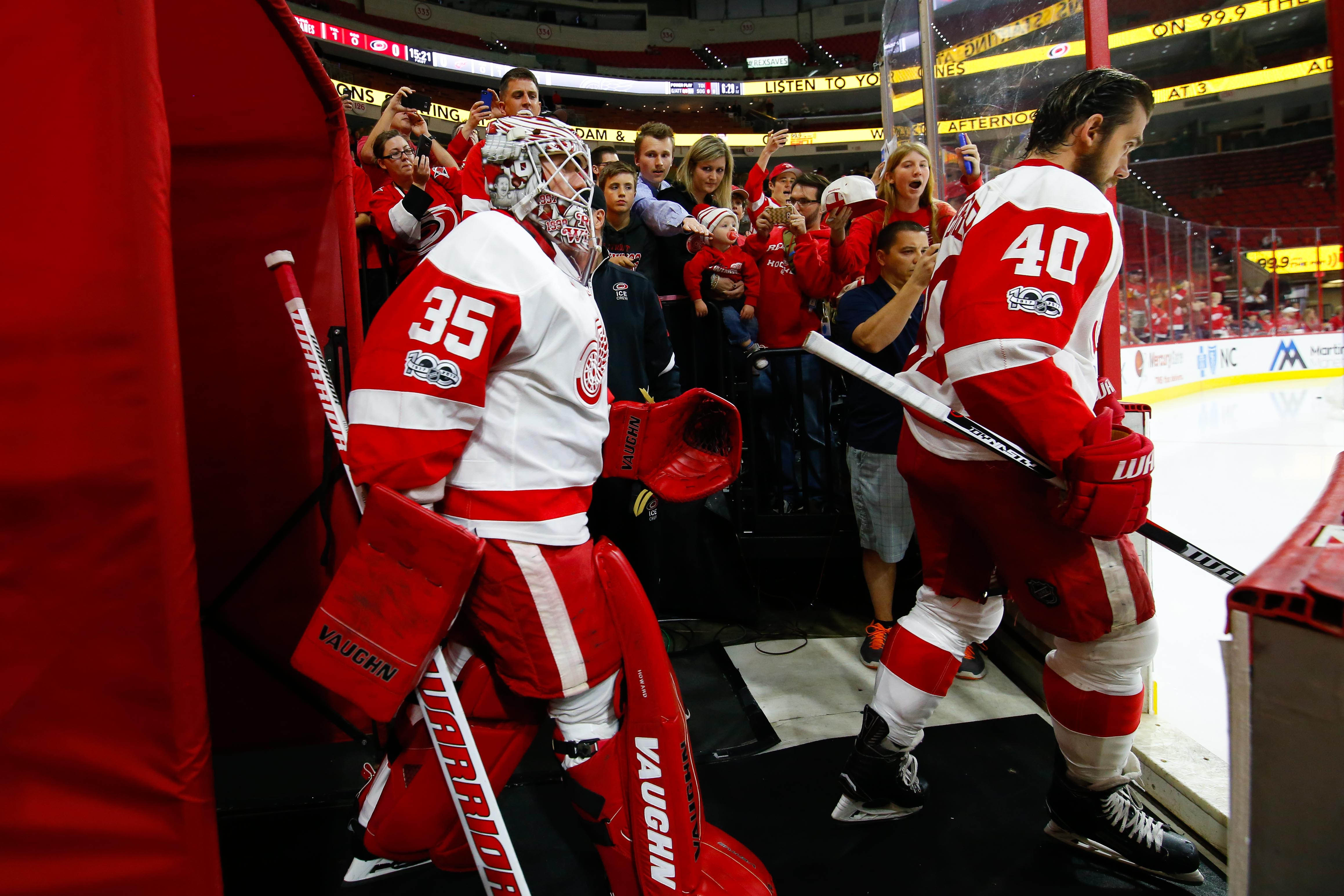 9976201-nhl-detroit-red-wings-at-carolina-hurricanes