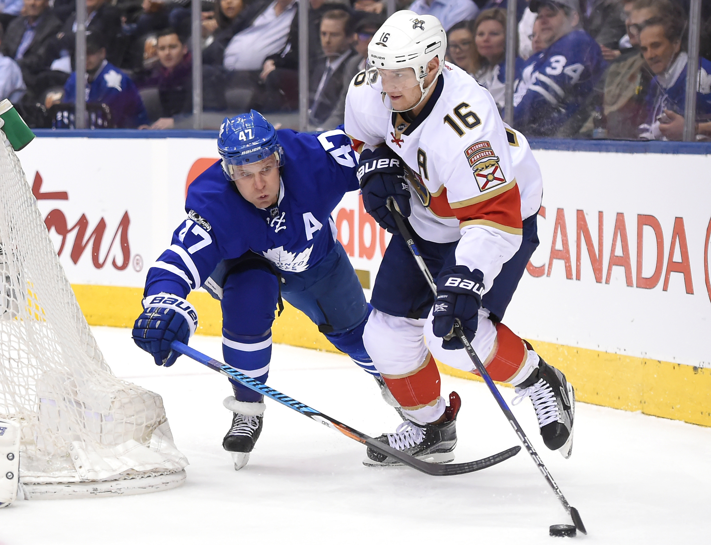 9977997-nhl-florida-panthers-at-toronto-maple-leafs