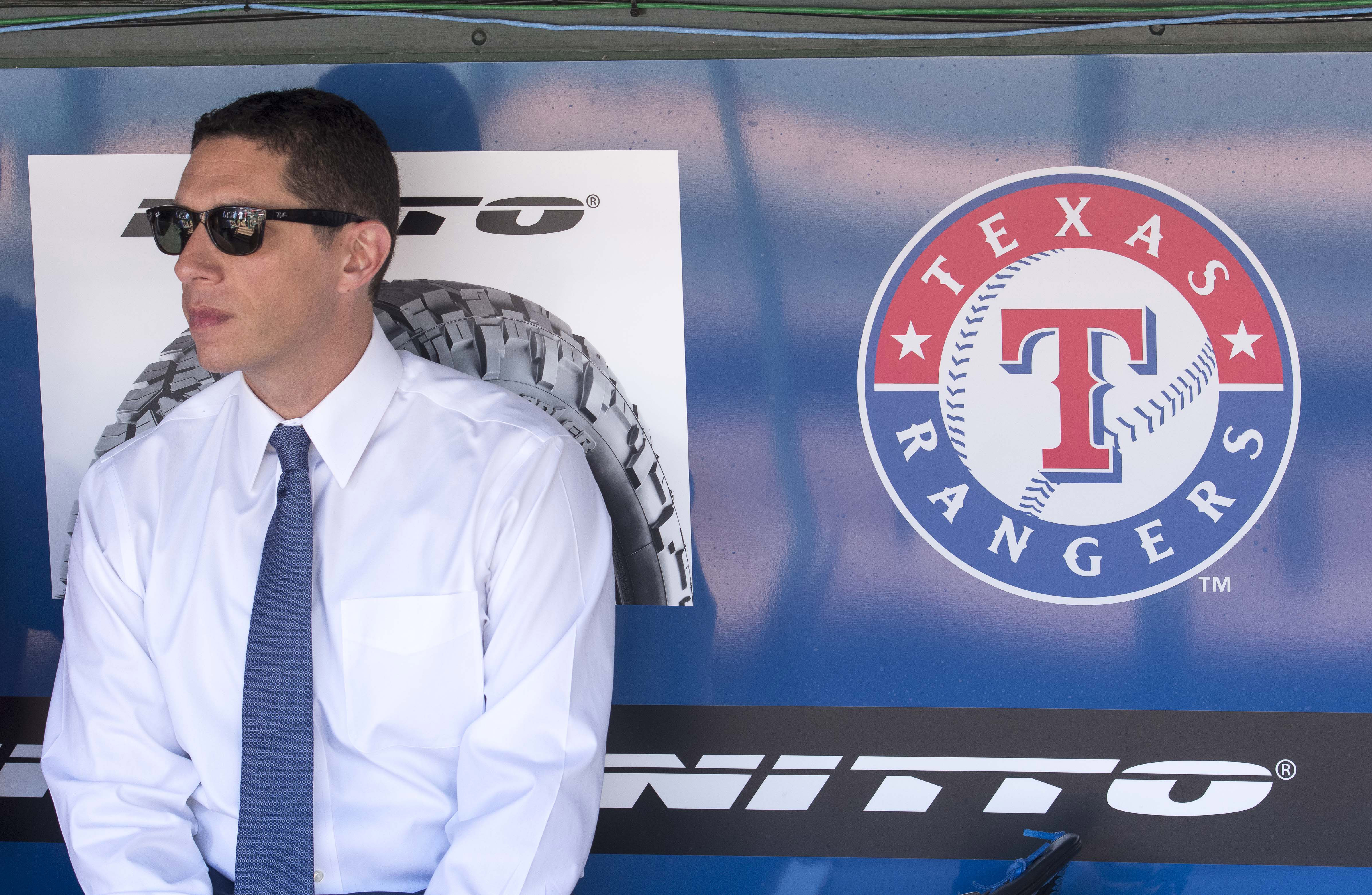 9991052-mlb-cleveland-indians-at-texas-rangers