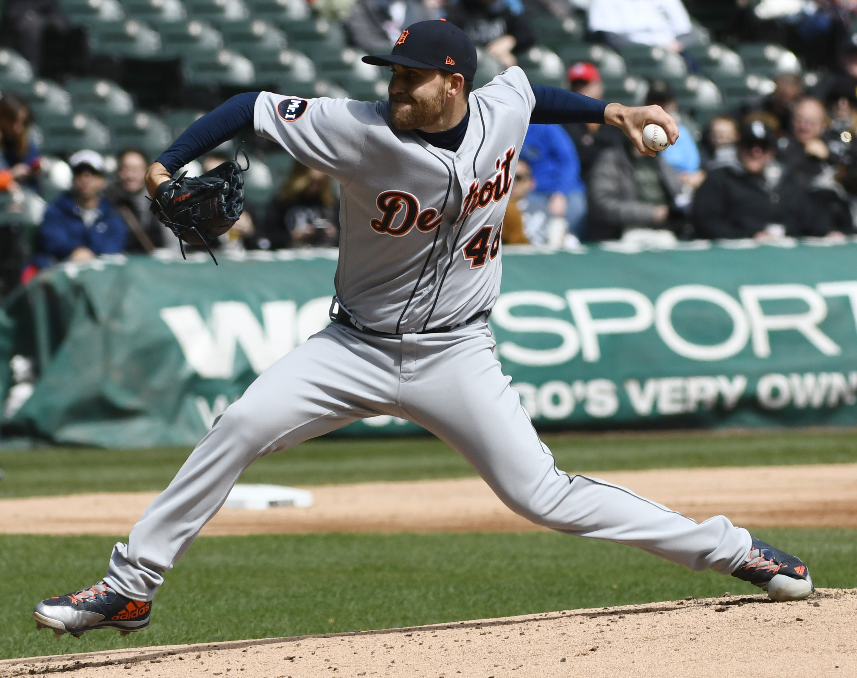 9996222-mlb-detroit-tigers-at-chicago-white-sox