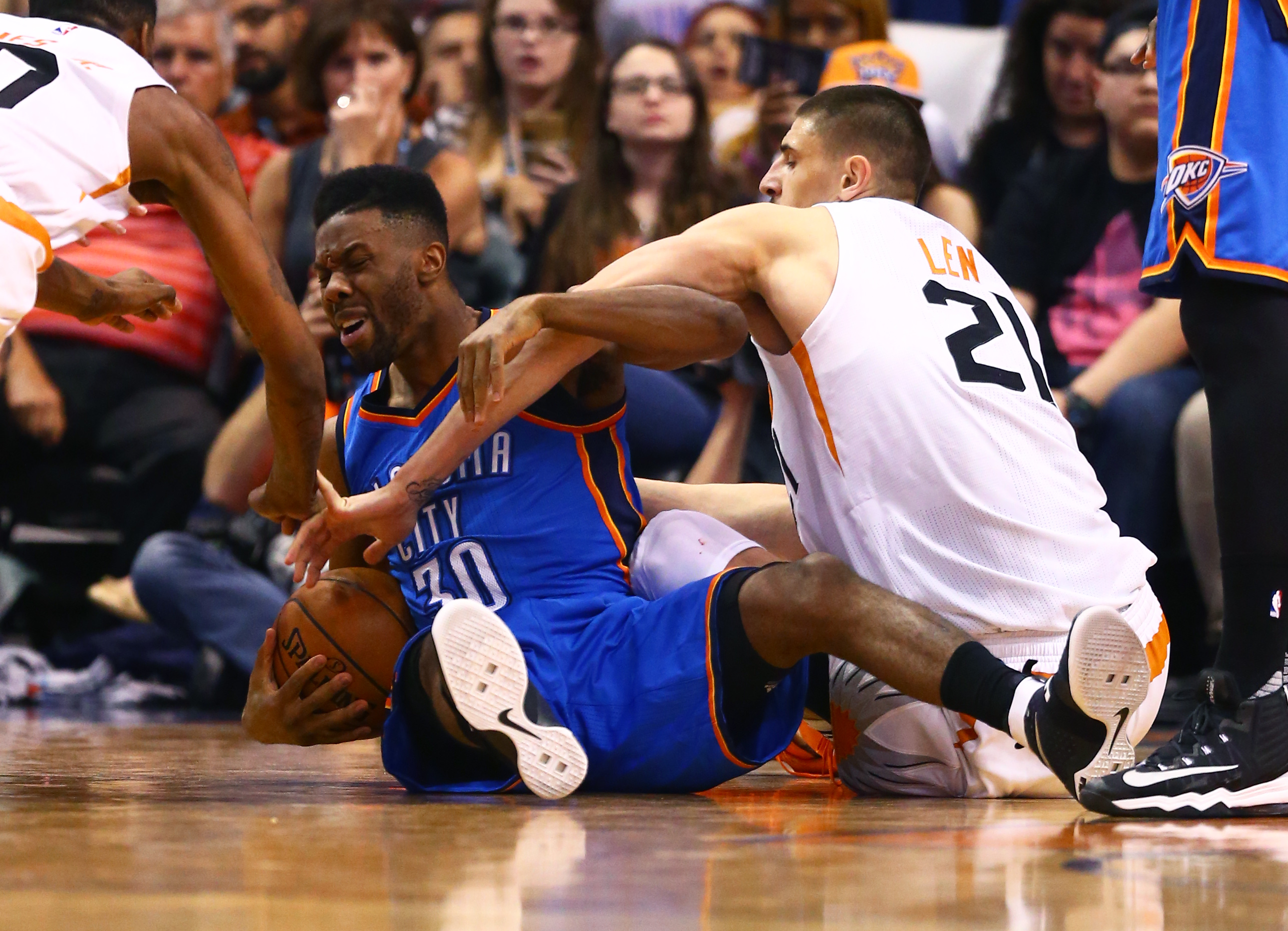 9999385-nba-oklahoma-city-thunder-at-phoenix-suns