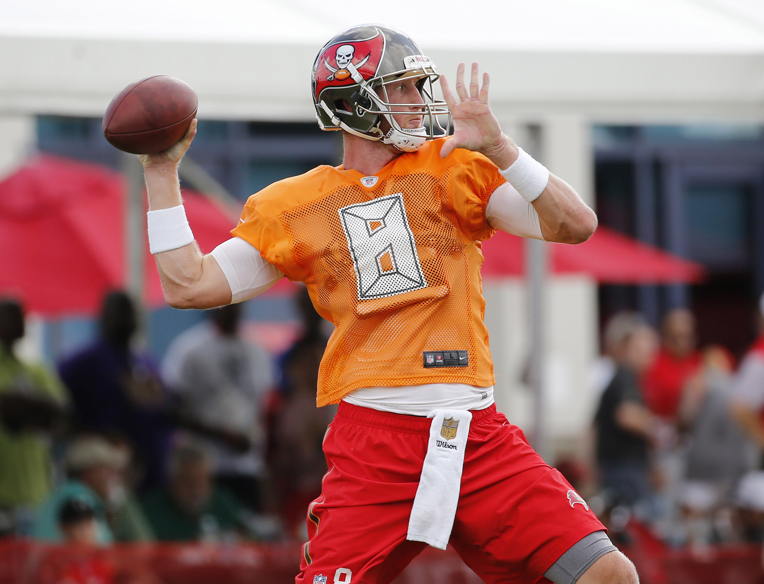 9412210-nfl-tampa-bay-buccaneers-training-camp
