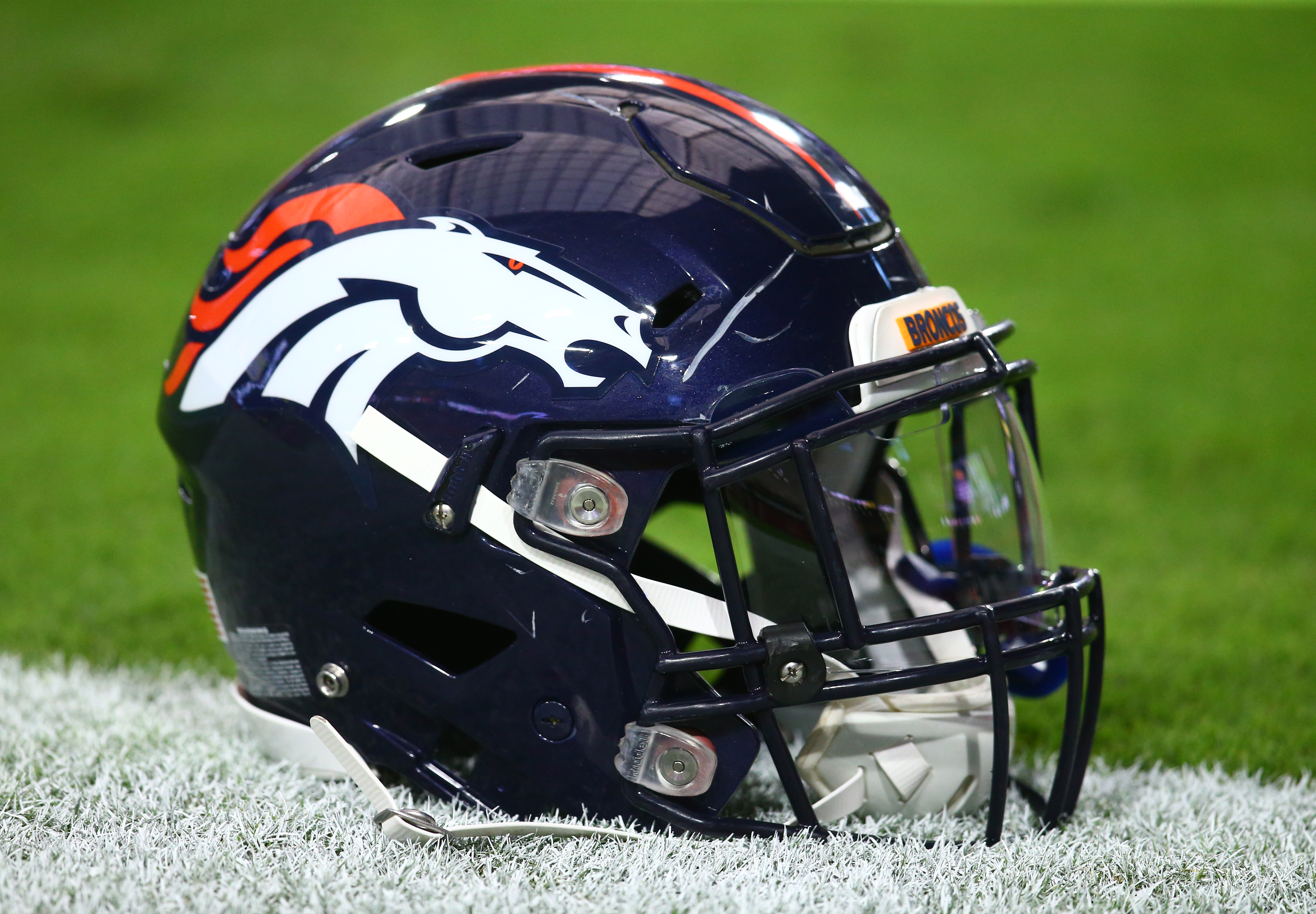 9521296-nfl-preseason-denver-broncos-at-arizona-cardinals