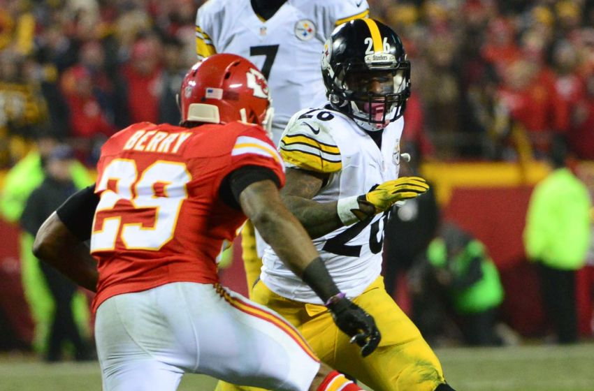 Jan 15, 2017; Kansas City, MO, USA; Pittsburgh Steelers running back Le'Veon Bell (26) runs the ball as Kansas City Chiefs strong safety Eric Berry (29) defends during the second quarter in the AFC Divisional playoff game at Arrowhead Stadium. Mandatory Credit: Jeff Curry-USA TODAY Sports