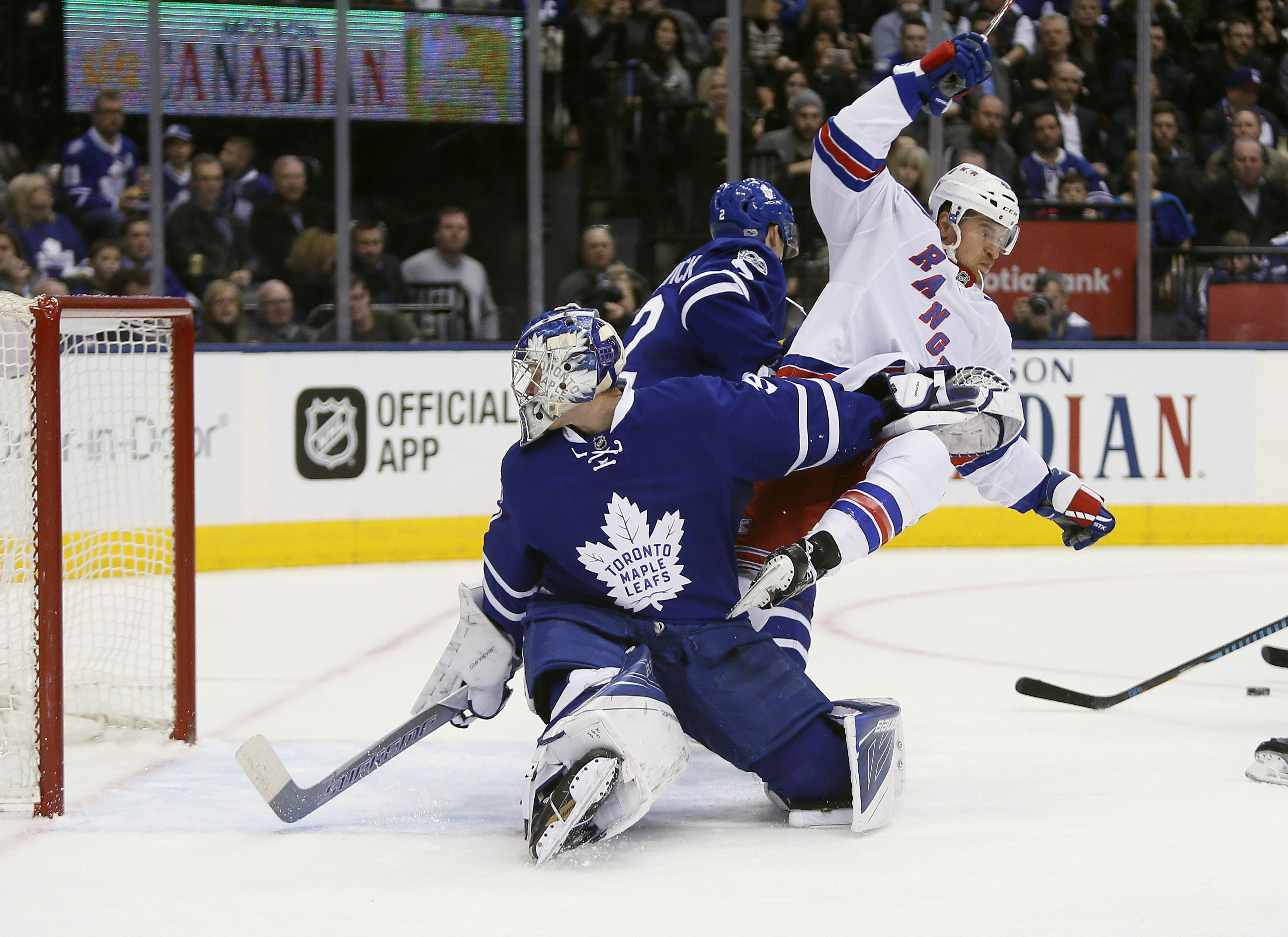 9822116-nhl-new-york-rangers-at-toronto-maple-leafs