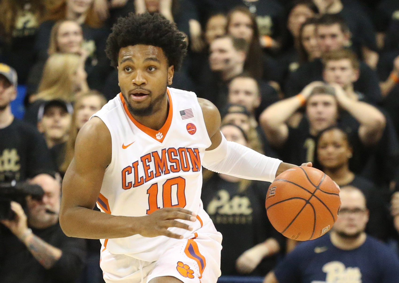 Jan 28, 2017; Pittsburgh, PA, USA; Clemson Tigers guard Gabe DeVoe (10) dribbles the ball against the Pittsburgh Panthers during the second half at the Petersen Events Center. Clemson won 67-60. Mandatory Credit: Charles LeClaire-USA TODAY Sports