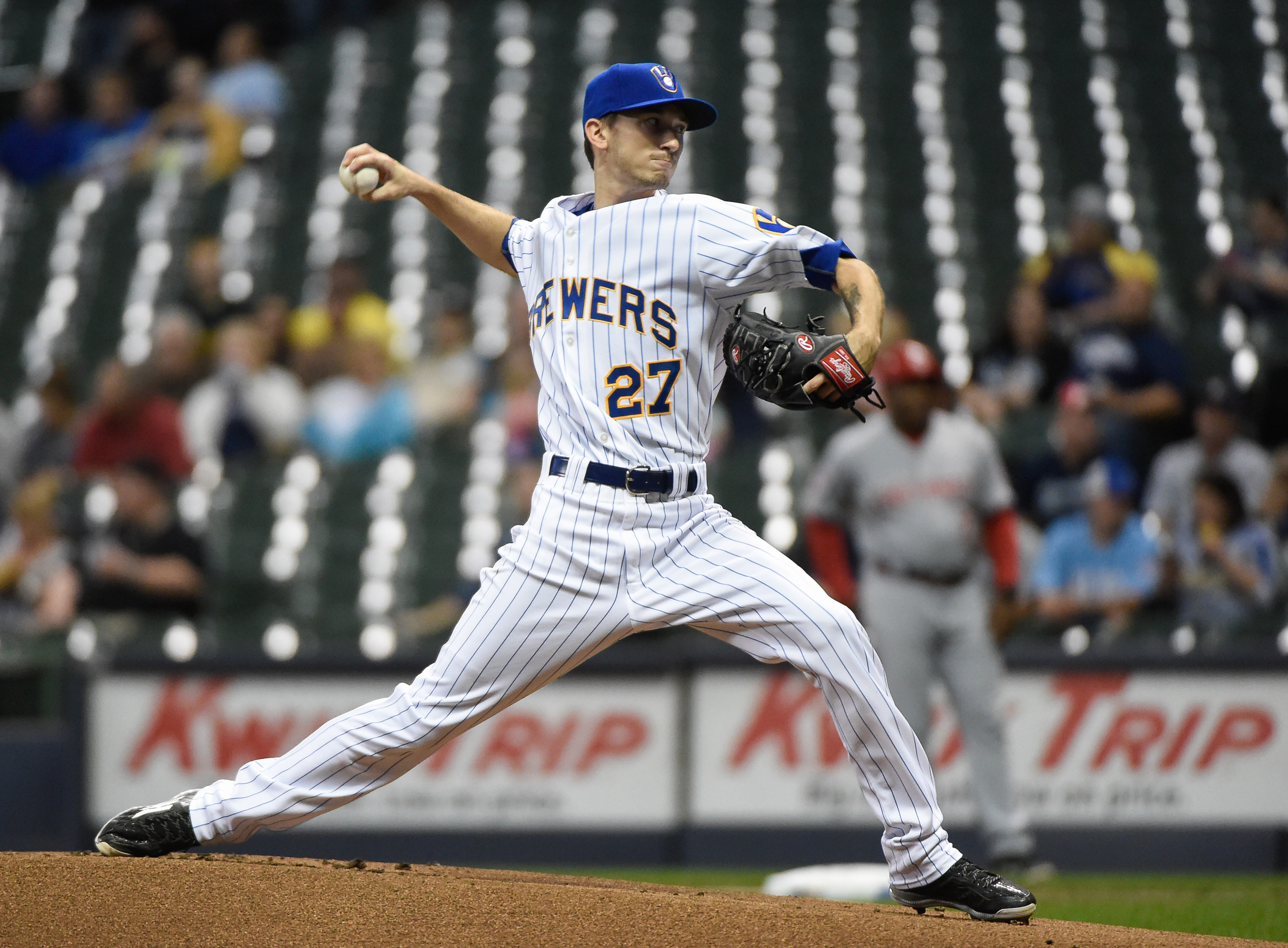 8809951-mlb-cincinnati-reds-at-milwaukee-brewers