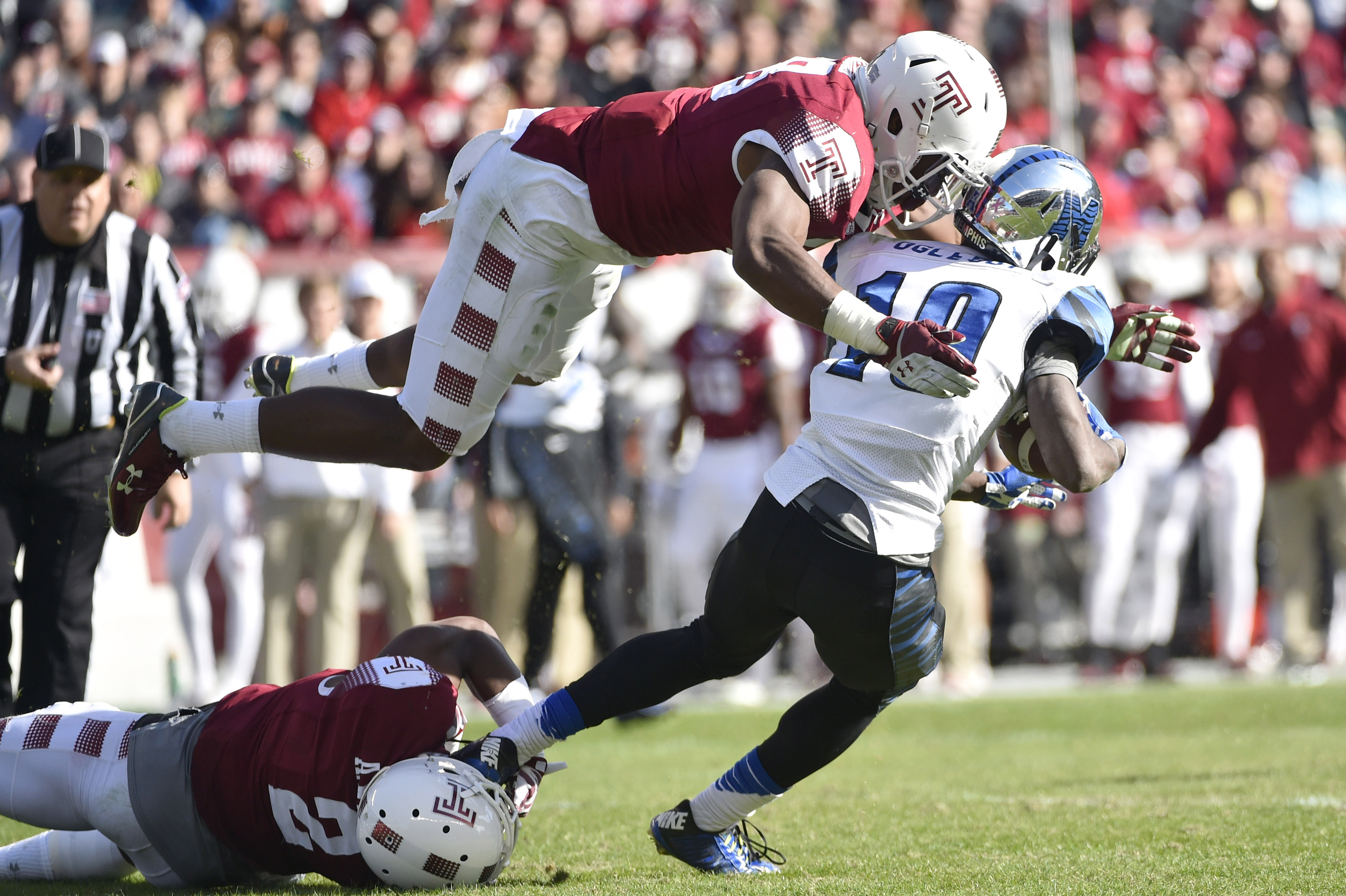 8940148-ncaa-football-memphis-at-temple