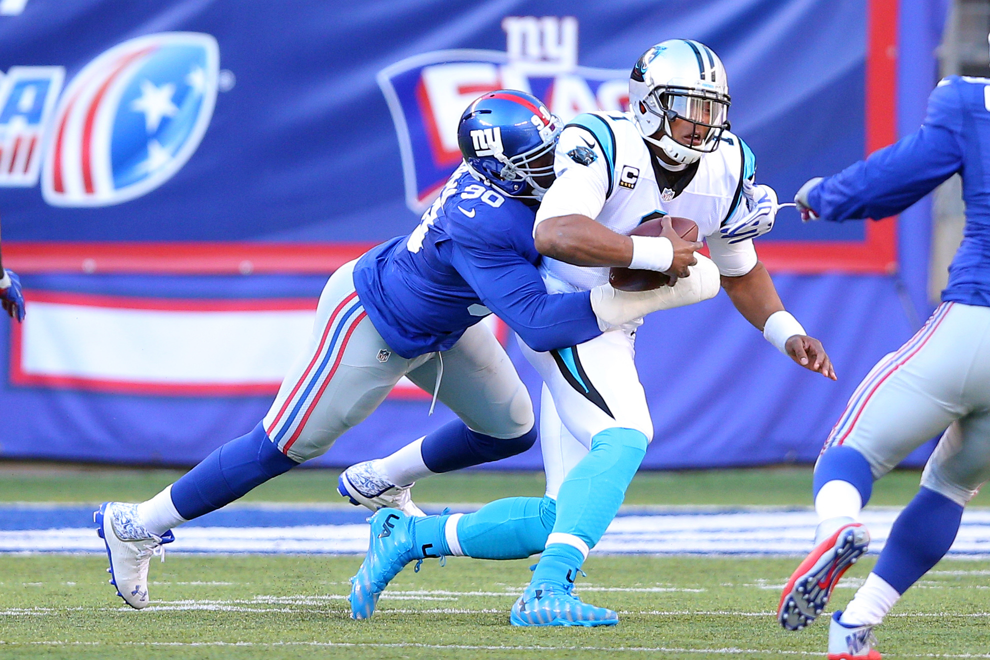 9007237-nfl-carolina-panthers-at-new-york-giants