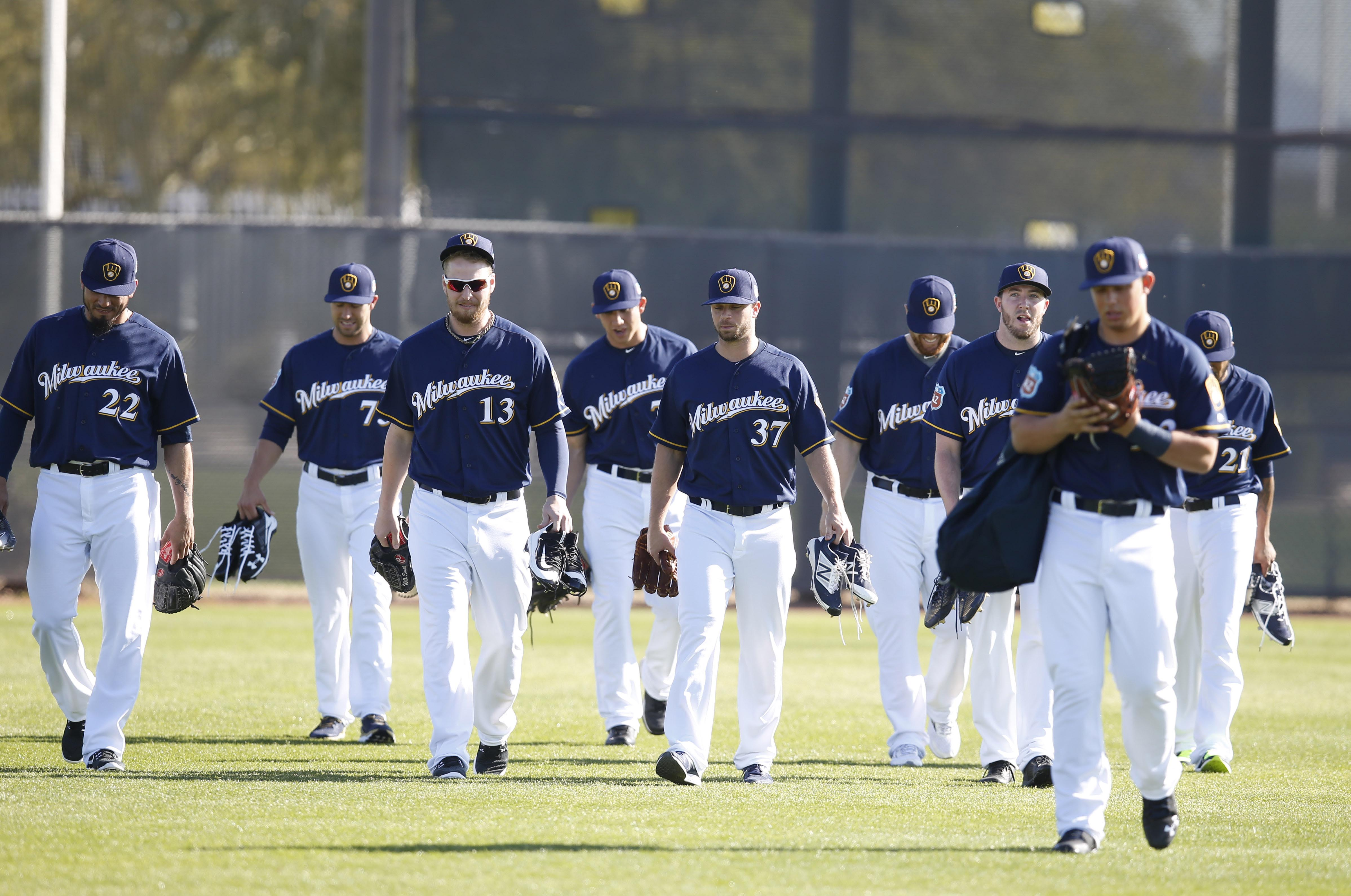 9128638-mlb-milwaukee-brewers-workouts