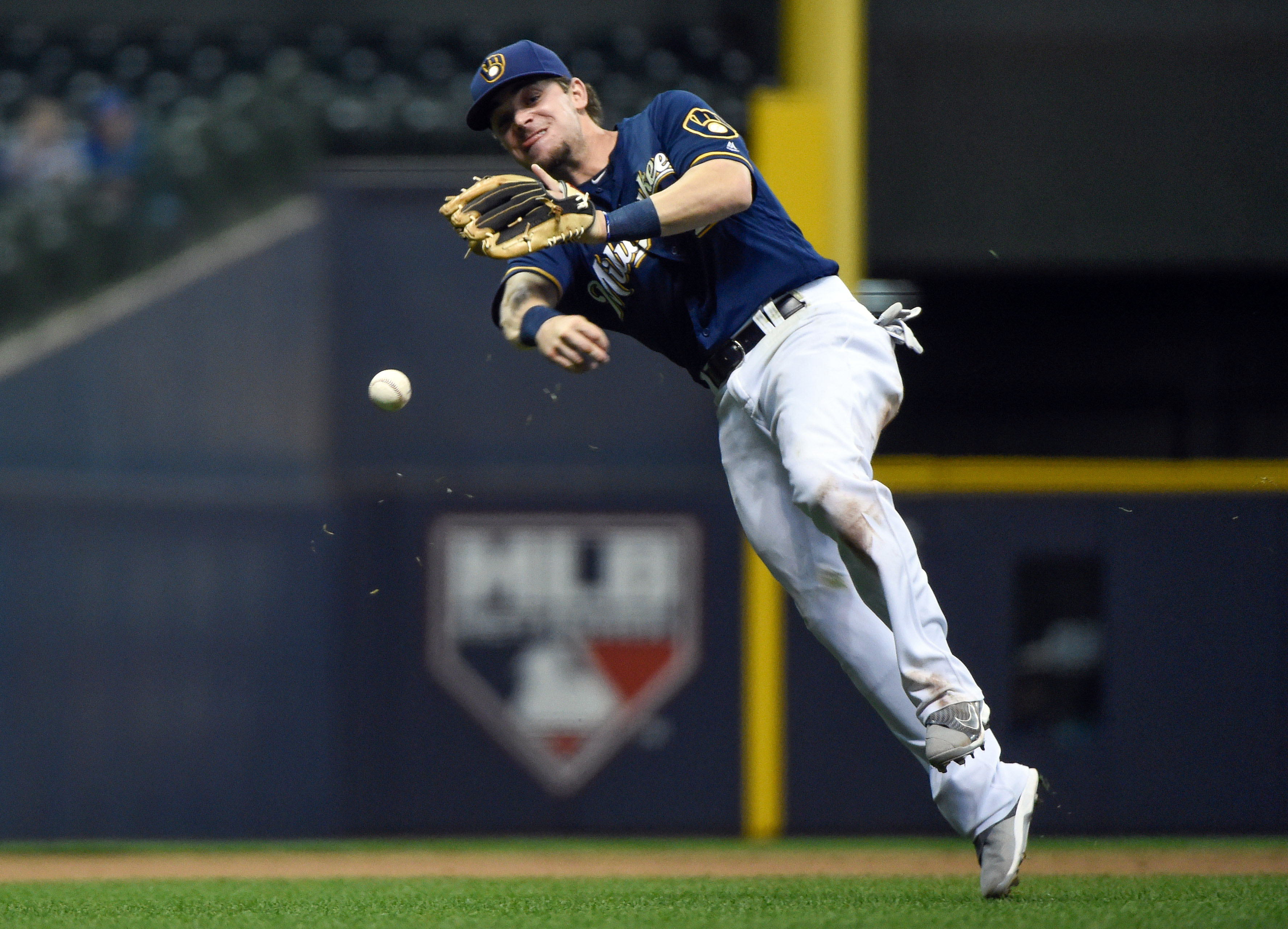 9292085-mlb-san-diego-padres-at-milwaukee-brewers