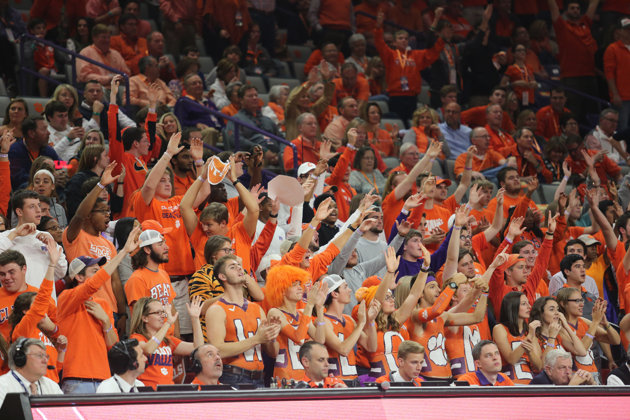 9685618-ncaa-basketball-georgia-at-clemson