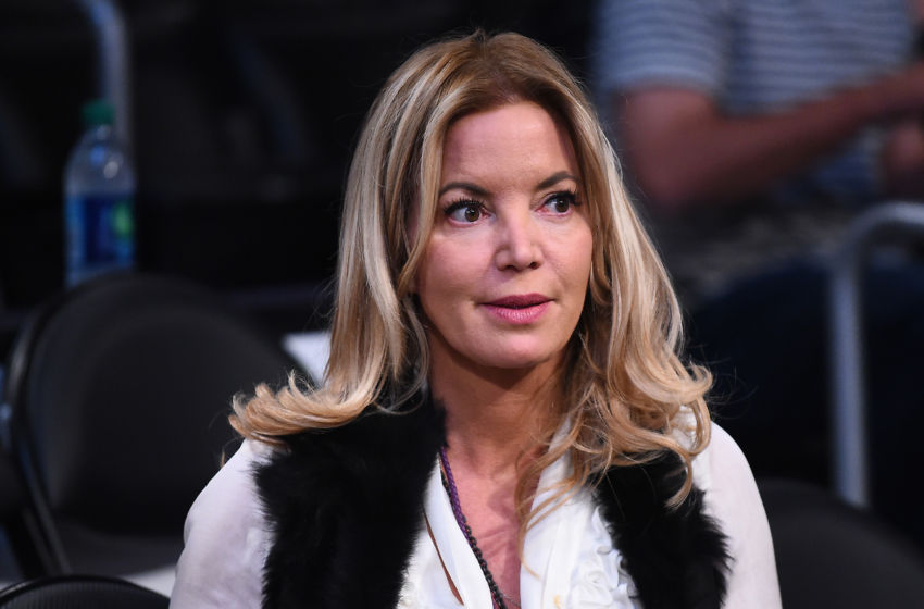 Jeanie Buss is now the Lakers' owner