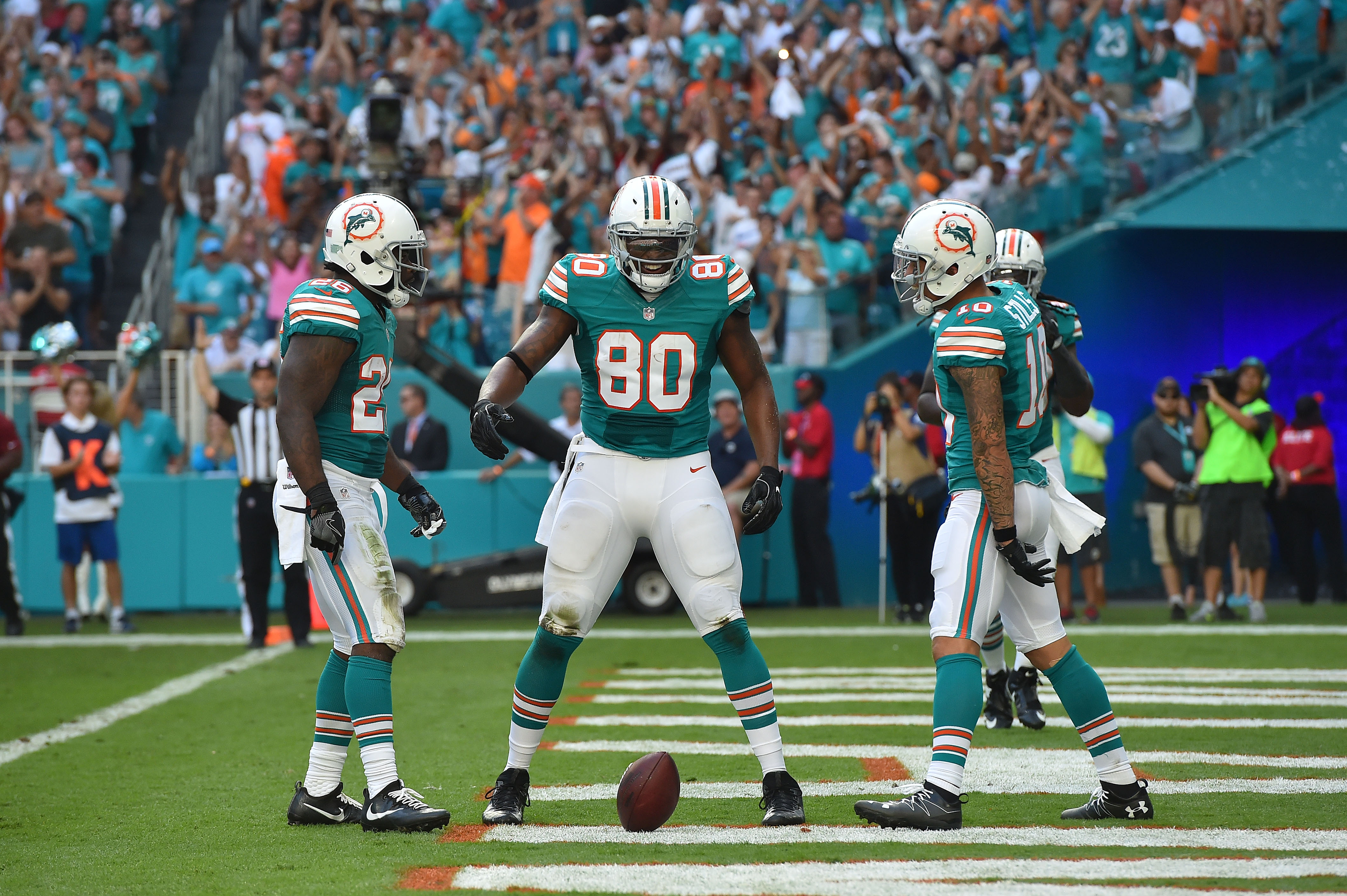 9708876-nfl-san-francisco-49ers-at-miami-dolphins